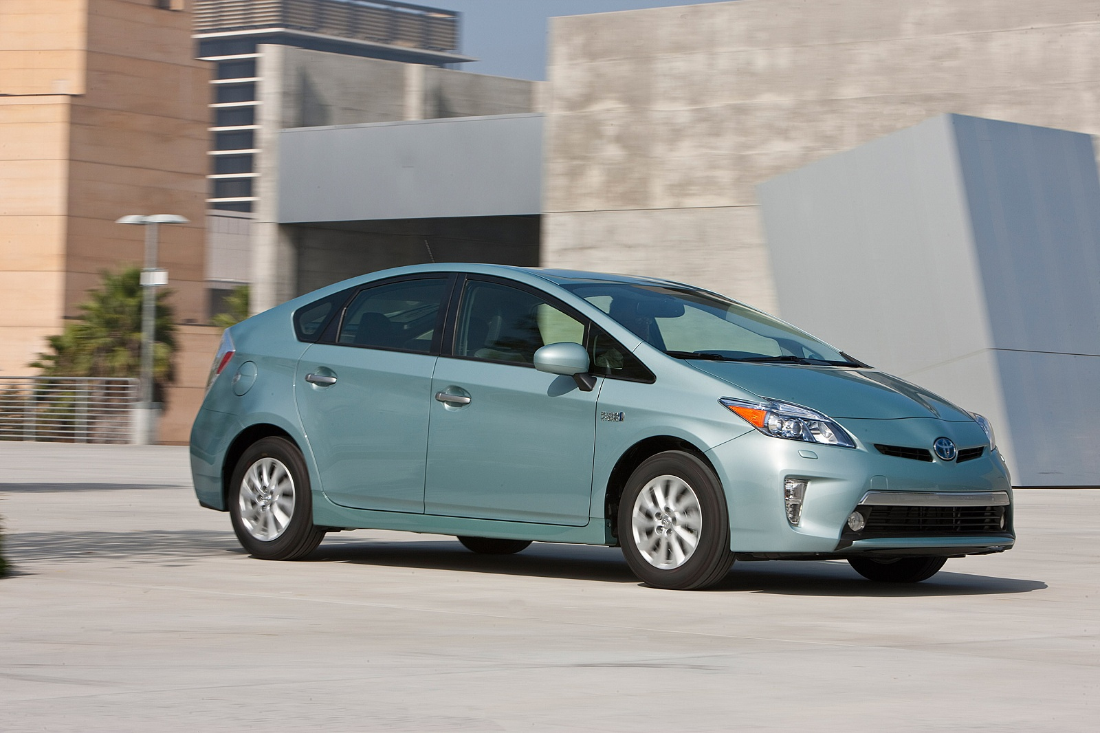 Toyota Prius, Plug-In, Lexus CT200h recalled for airbag issues, not