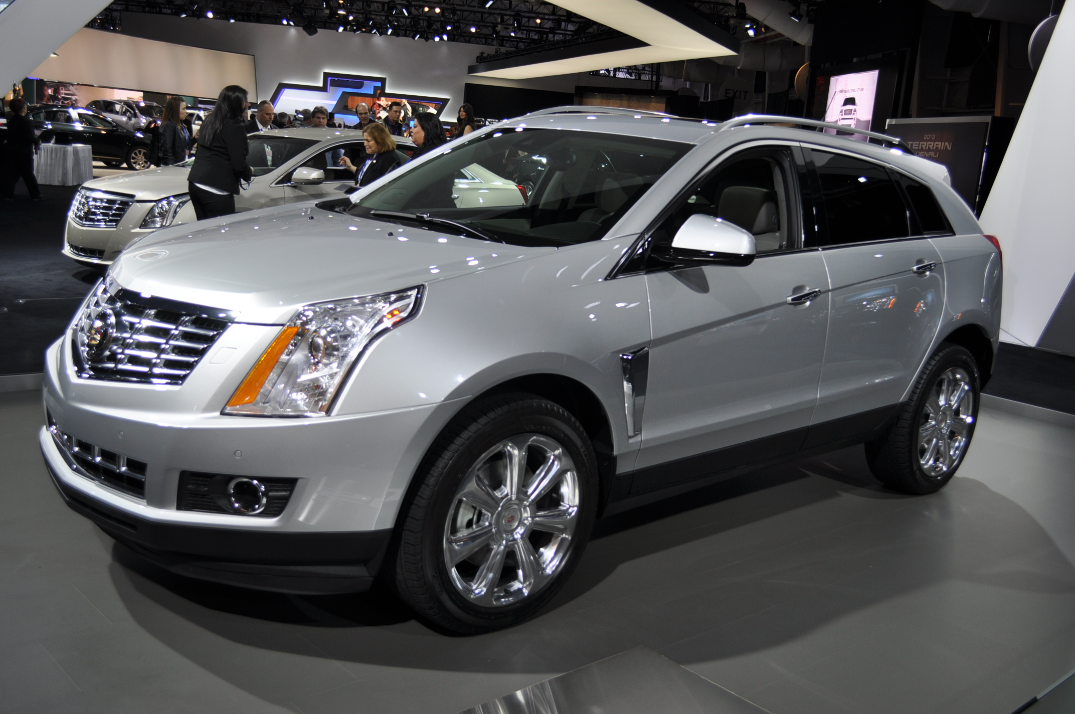 reviews rating performance collection srx cadillac motor and trend dashboard fwd suv cars