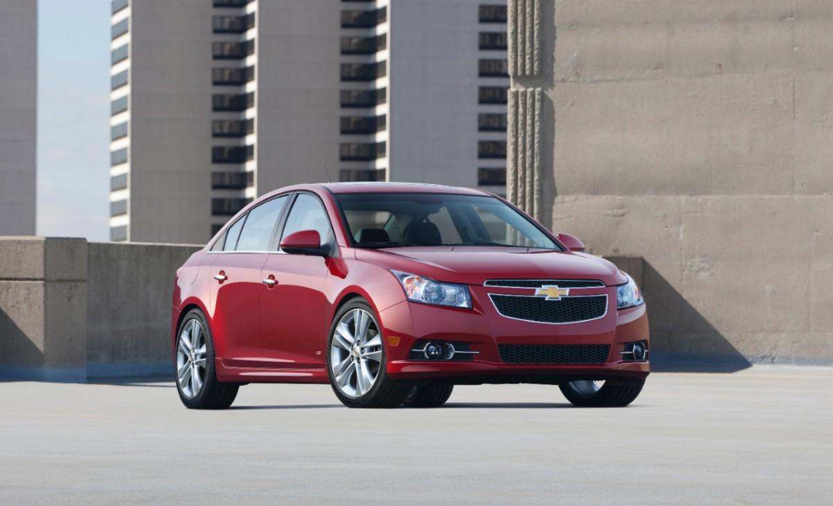 2013 Chevrolet Cruze Gets Safer Keeps Your Hands On The Wheel