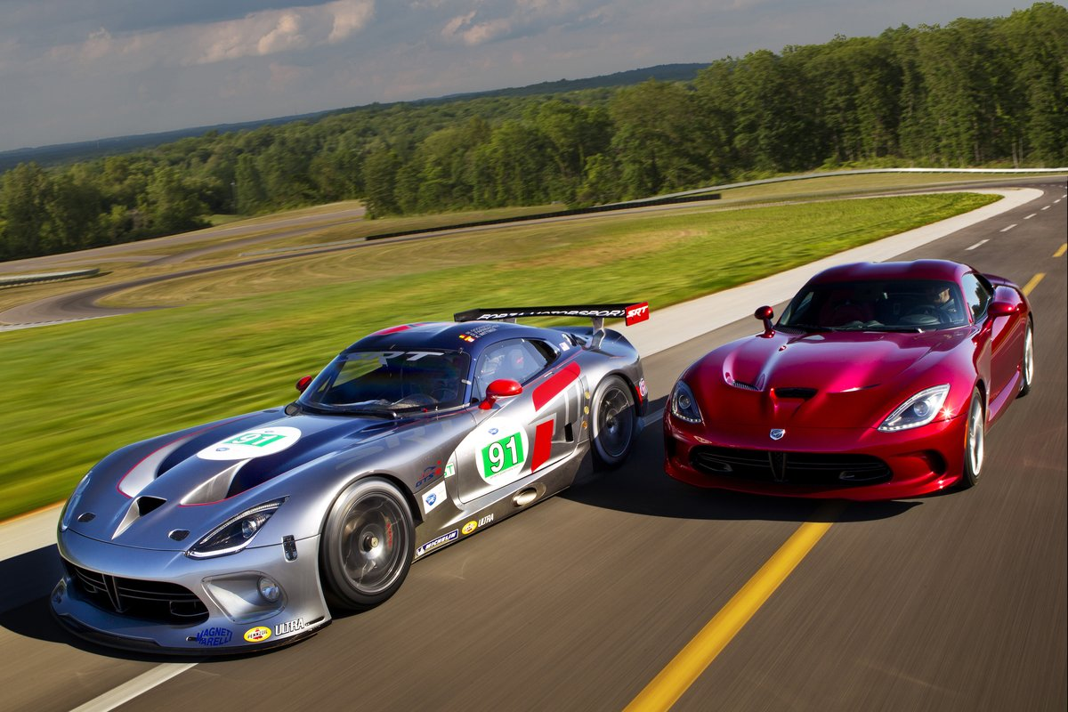 2013 Srt Viper Hits The Track In Forza 4 Trailer Video