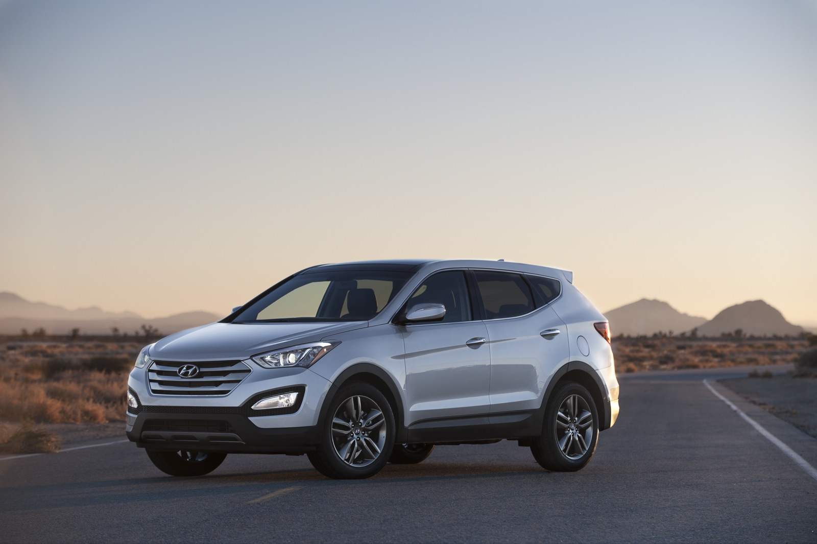 photo hyundai s fe awd and driver reviews test original santa sport review car