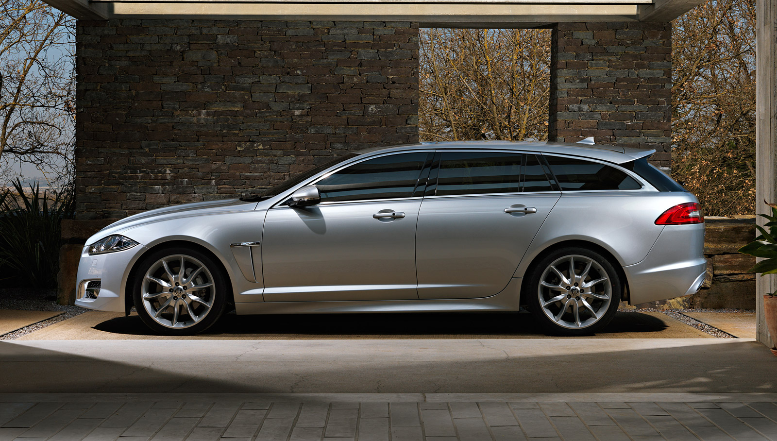2013 Jaguar XF Sportbrake Design And Driving Video