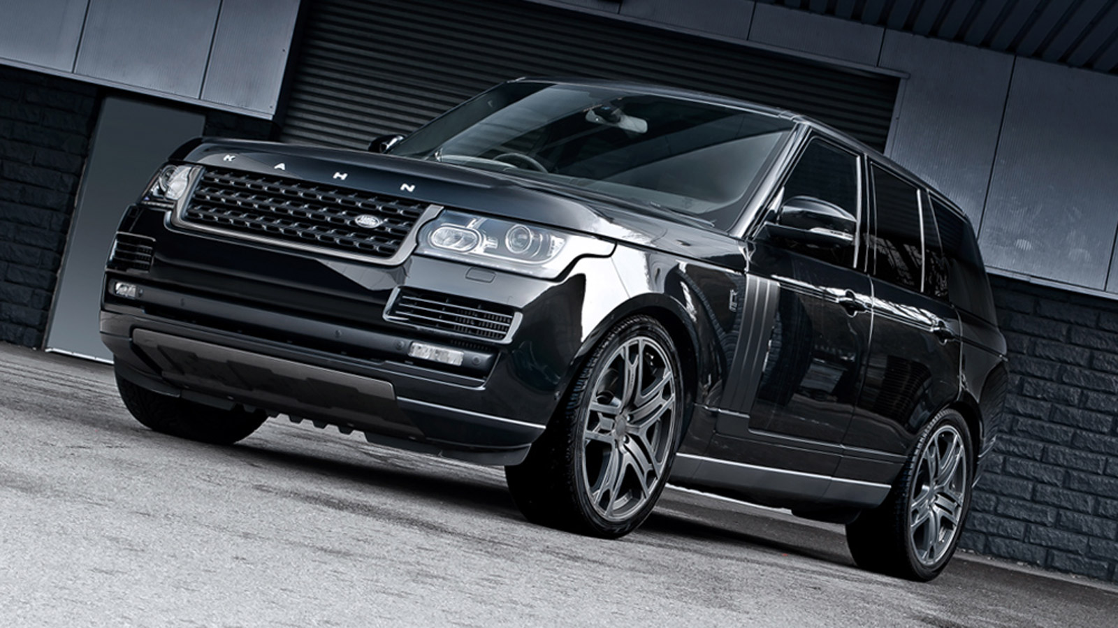 a kahn design s 2013 range rover is bespoke tuning at its. Black Bedroom Furniture Sets. Home Design Ideas