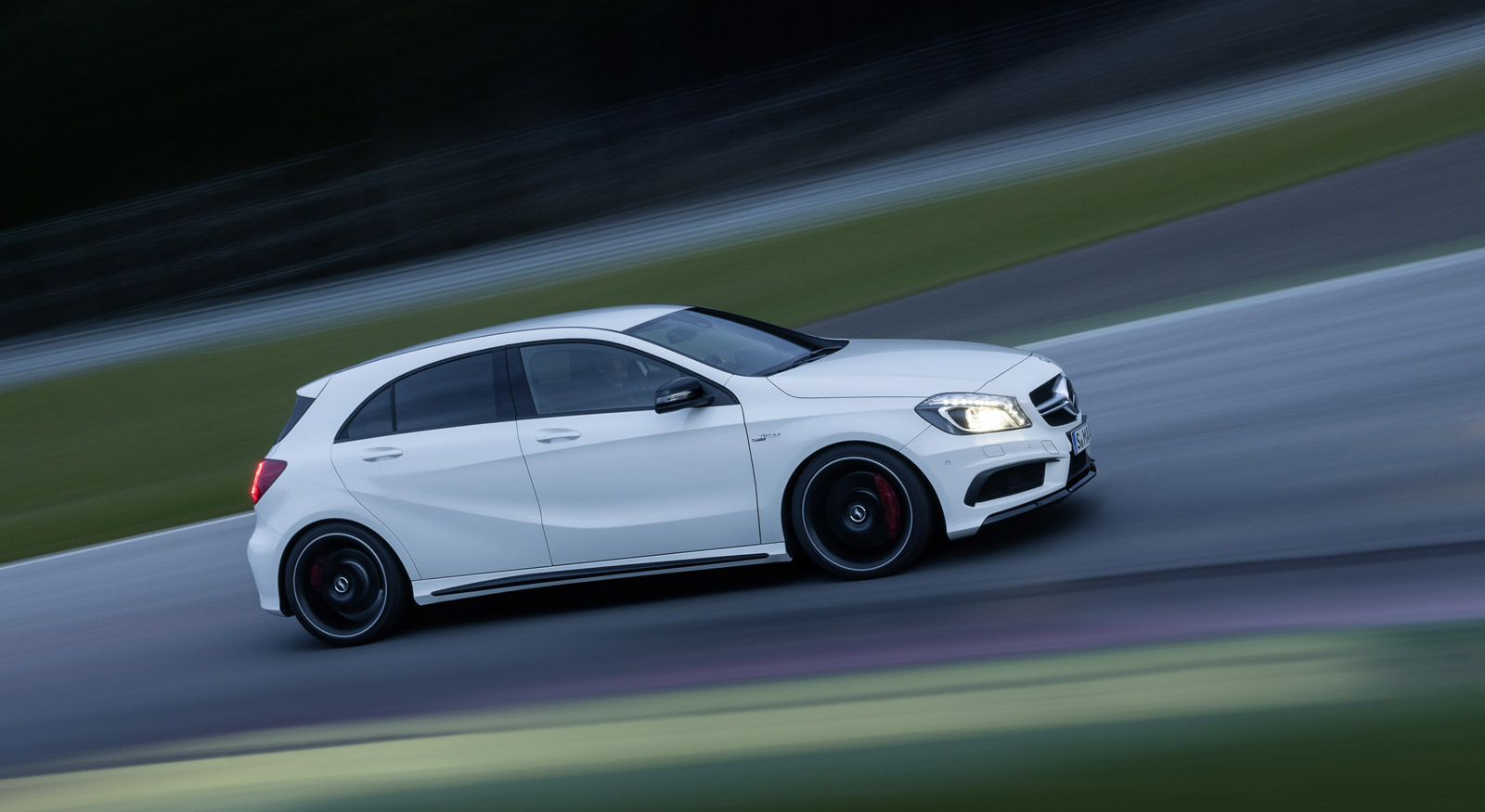 2013 mercedes benz a45 amg 360 hp through all four wheels. Black Bedroom Furniture Sets. Home Design Ideas