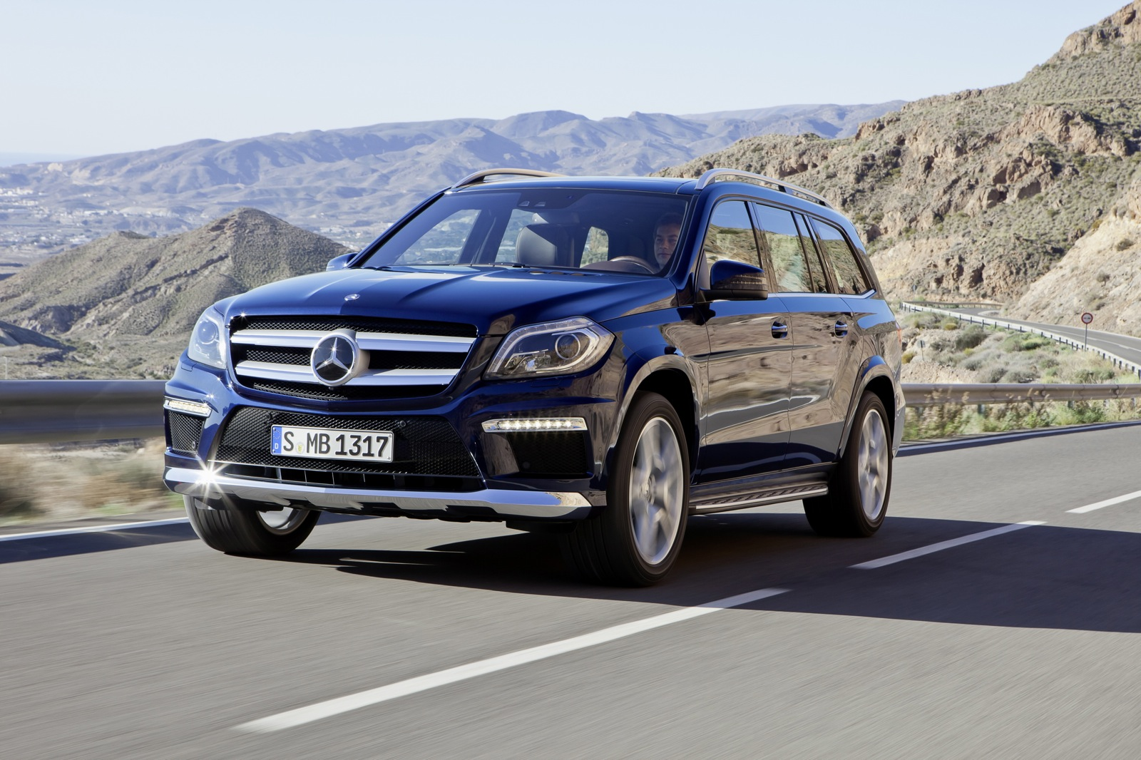 2013 mercedes benz gl class first drive and video road test. Black Bedroom Furniture Sets. Home Design Ideas