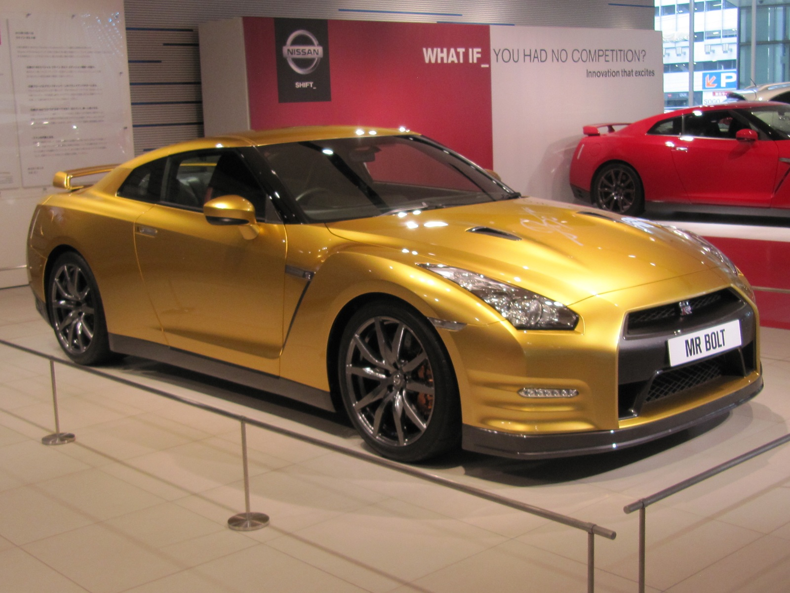 Live Photos Of Usain Bolt S One Off Gold Nissan Gt R