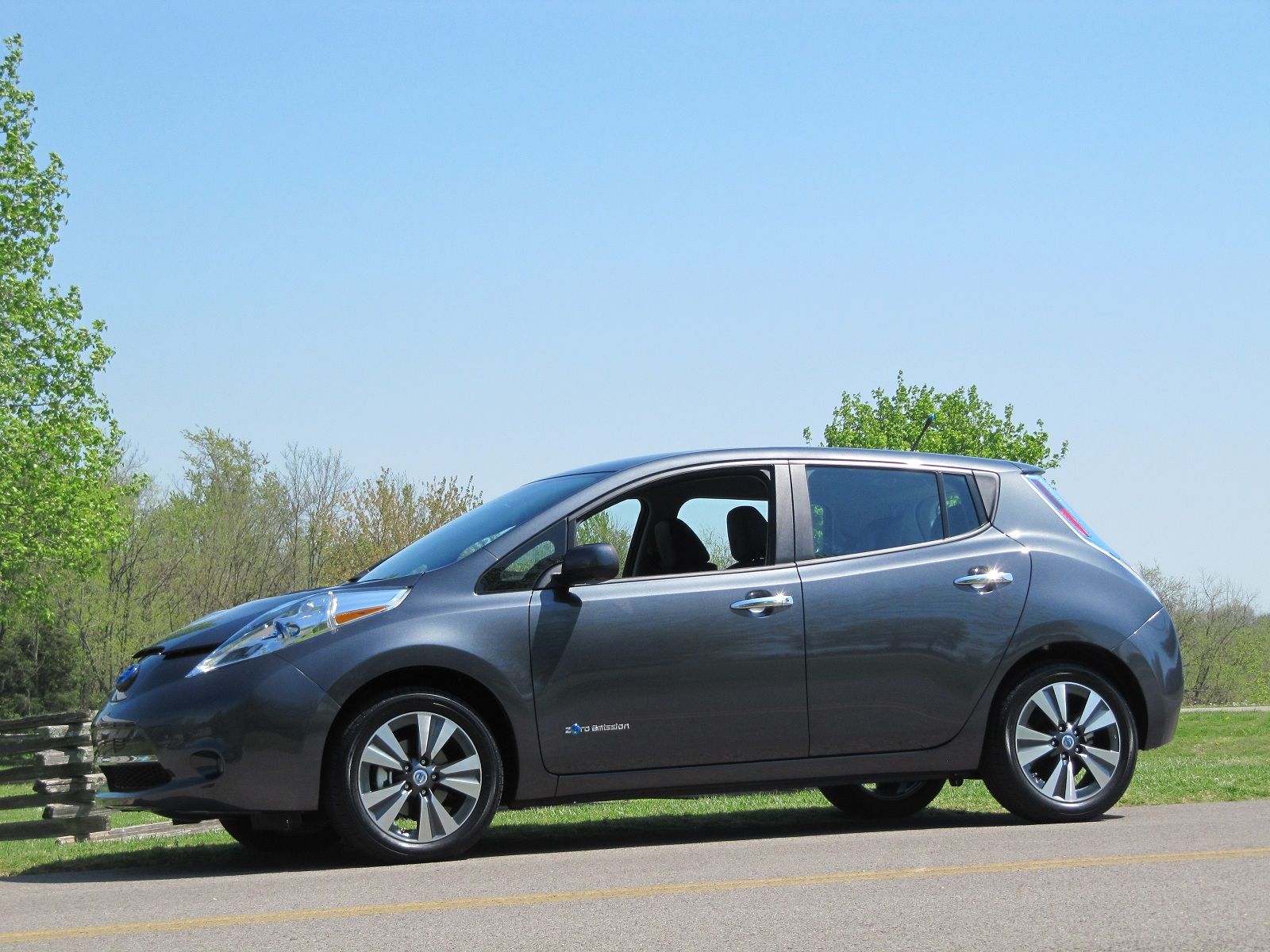 u s made 2013 nissan leaf has only 15 percent local. Black Bedroom Furniture Sets. Home Design Ideas