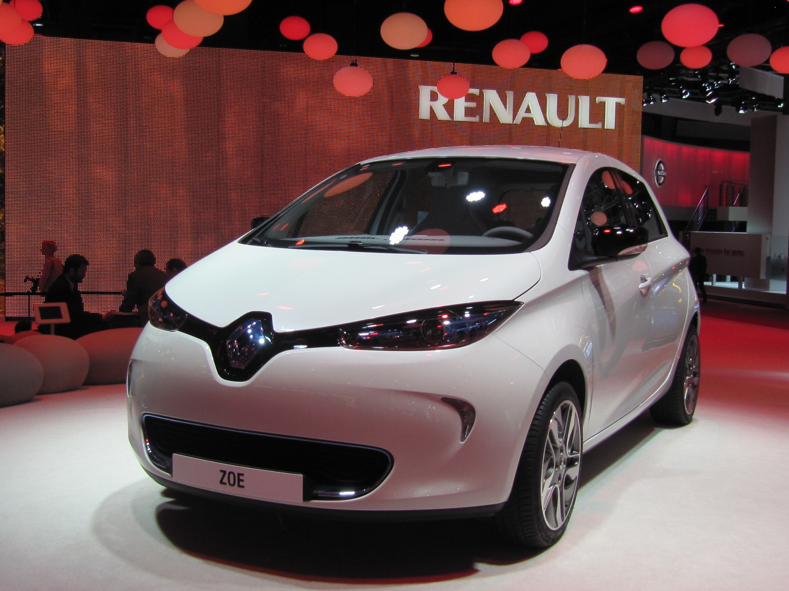 2013 Renault Zoe Electric Car: Paris Auto Show Live Photos