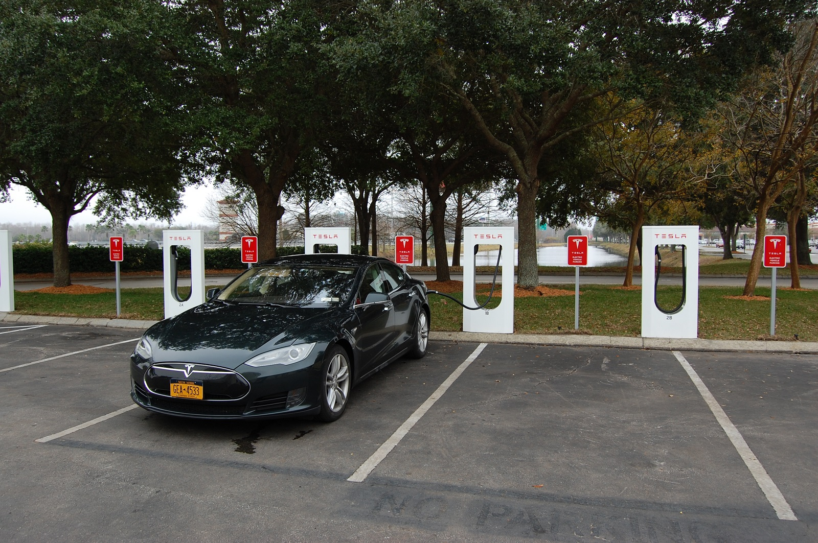Tesla to charge for Supercharger parking if charging is over
