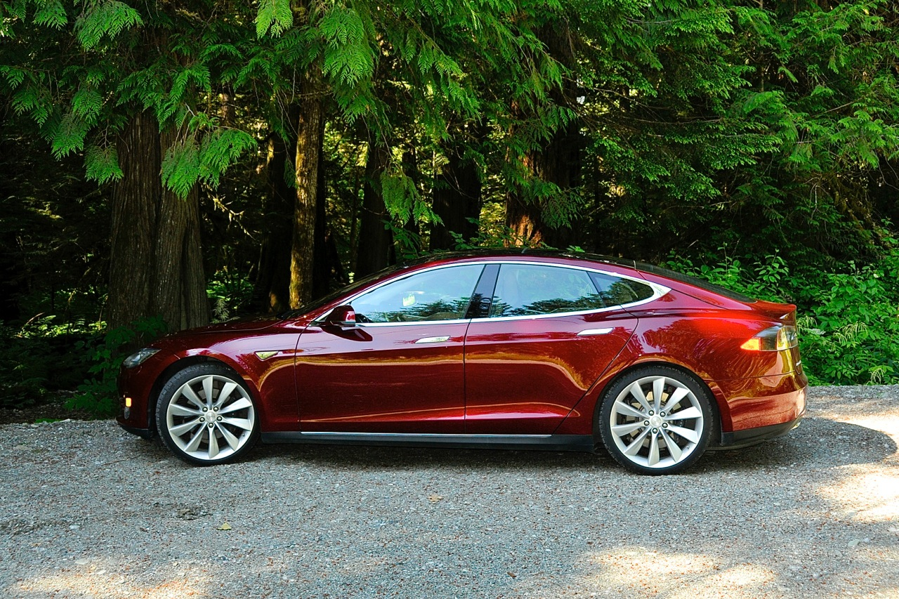 Owning A Tesla Model S: New Book Offers Tips, Tricks, Inside Info (Book Review)