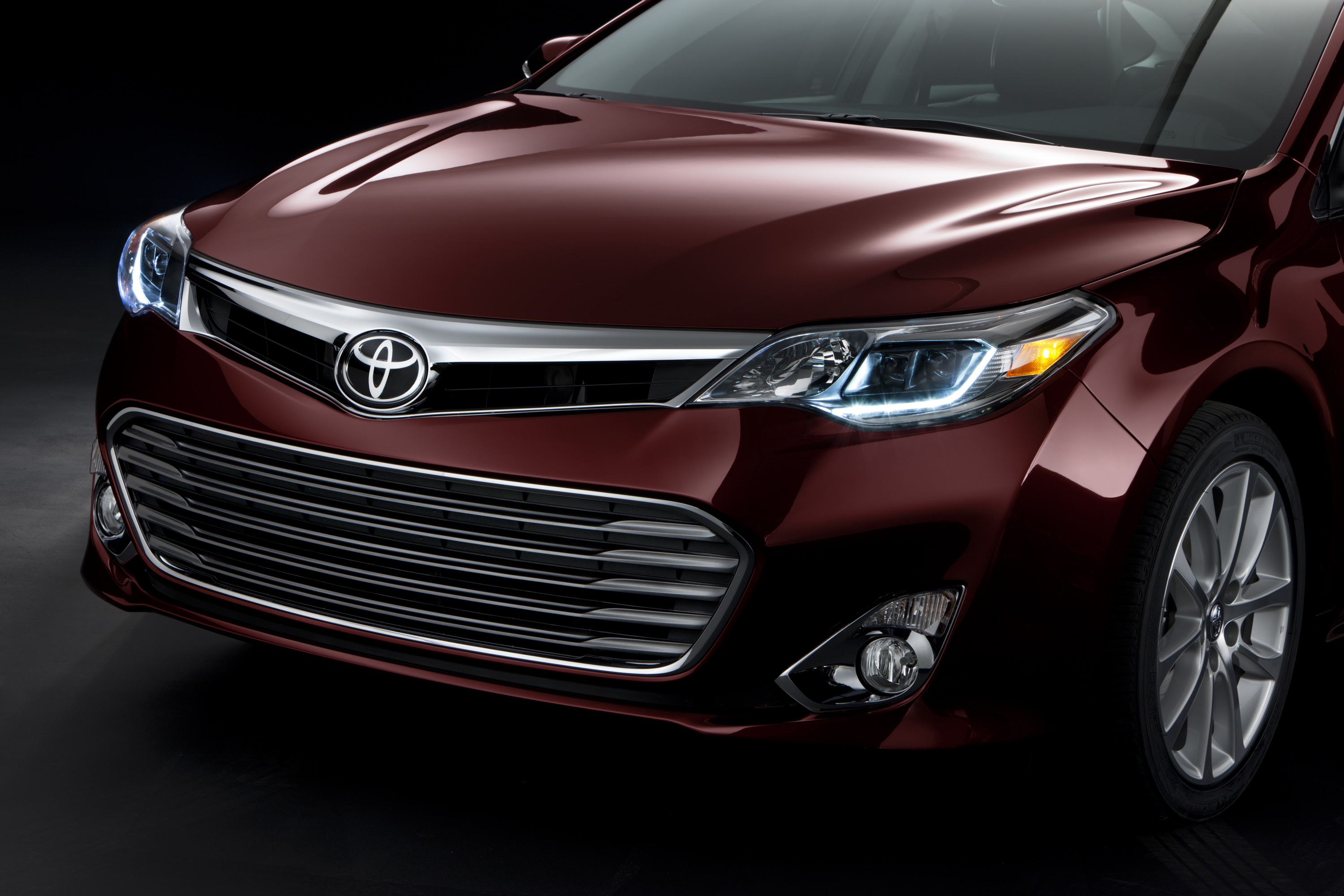 Toyota Ann Arbor >> 2013 Toyota Avalon Gets Radical New Look