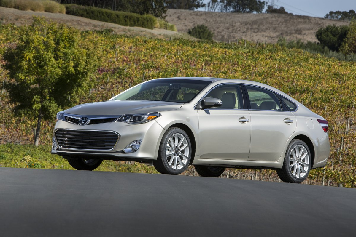 2013 toyota avalon first drive. Black Bedroom Furniture Sets. Home Design Ideas