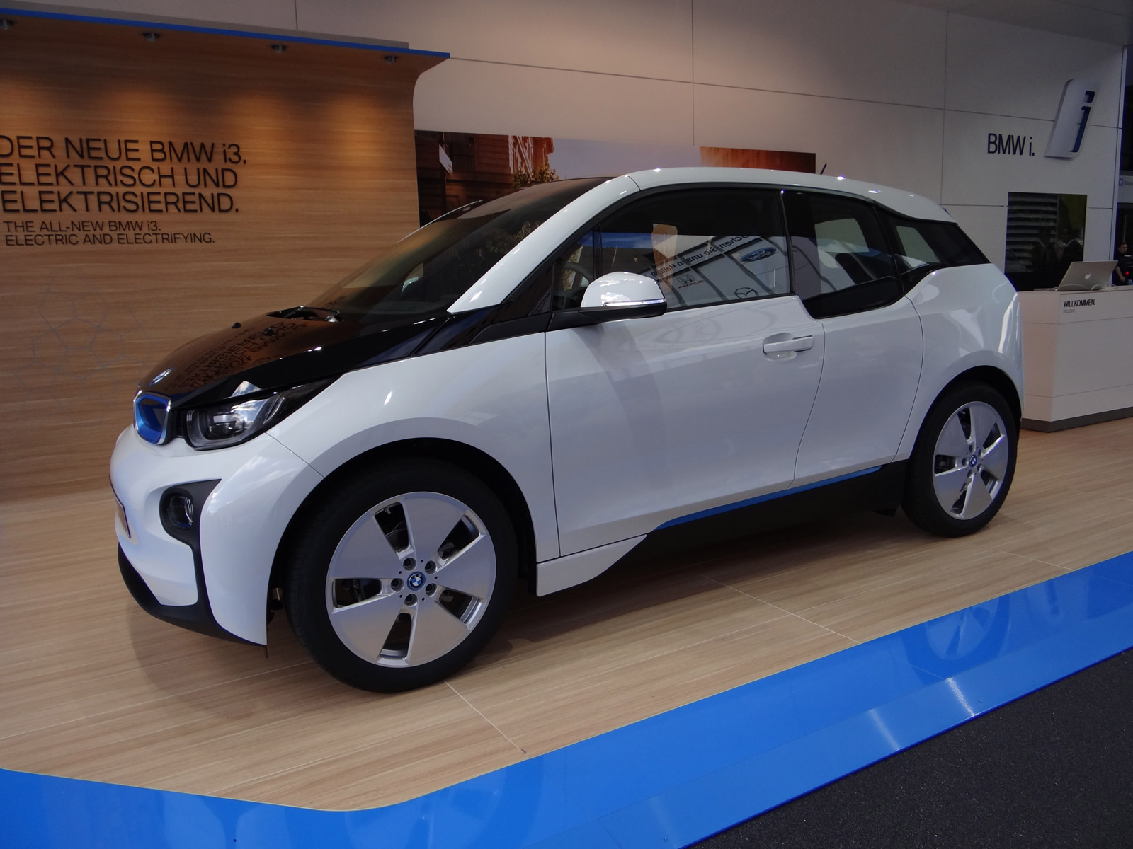 2014 Bmw I3 With Range Extender Priced At 46 125 Or 3 850 More