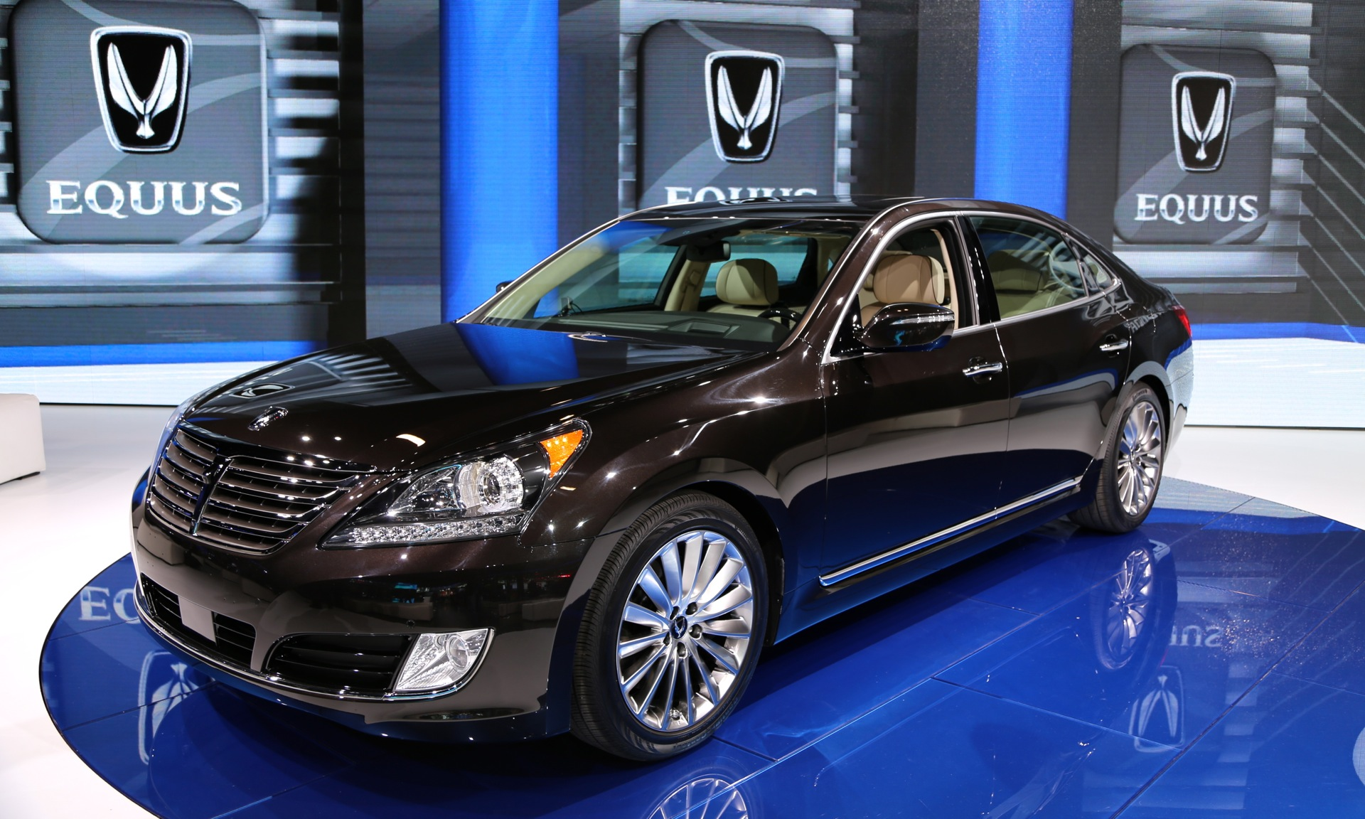 2014 hyundai equus first u s photos live from the ny auto show. Black Bedroom Furniture Sets. Home Design Ideas