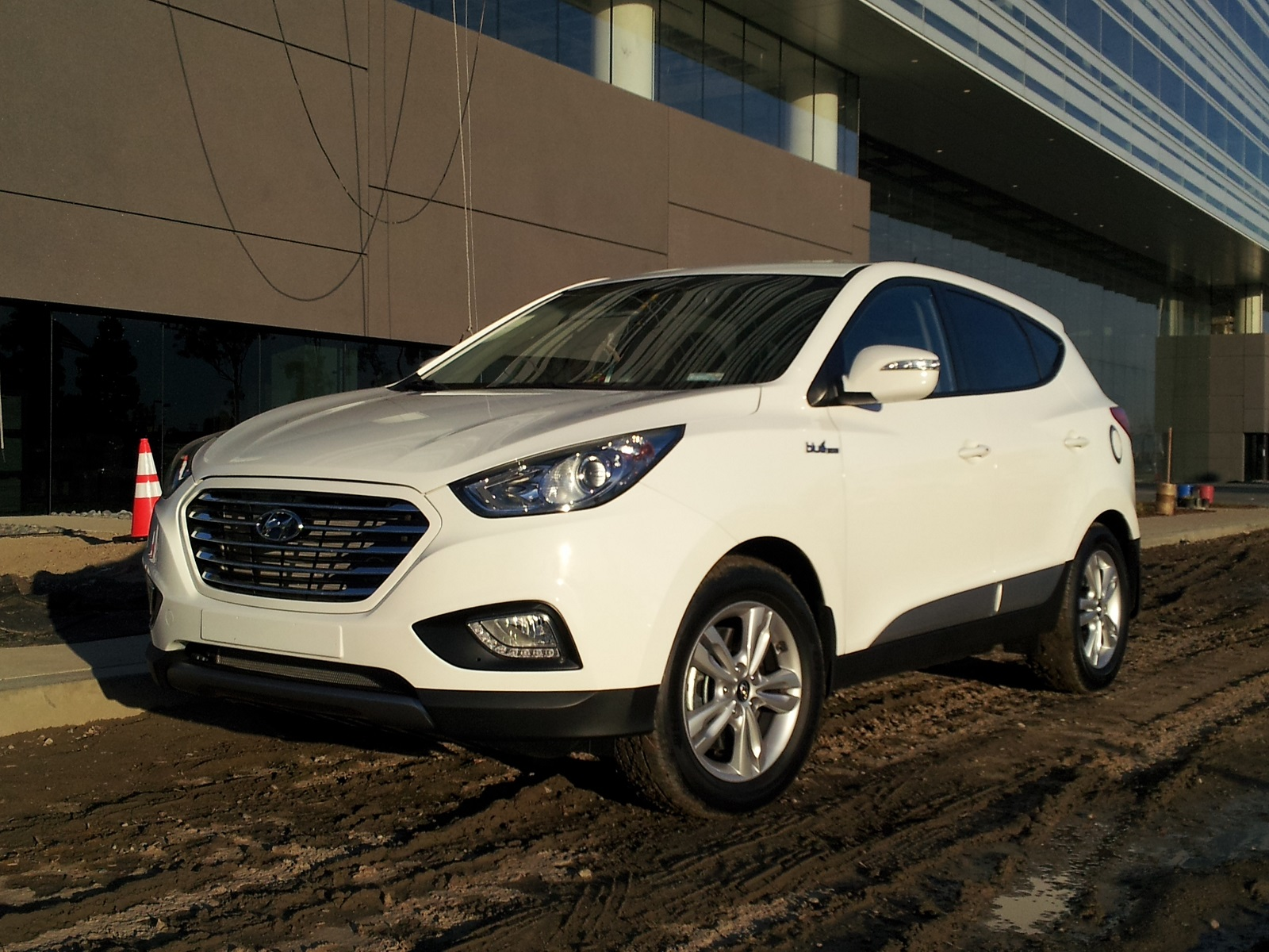 first hyundai geneva car with news official motor replace show newsize to by tucson pictures at