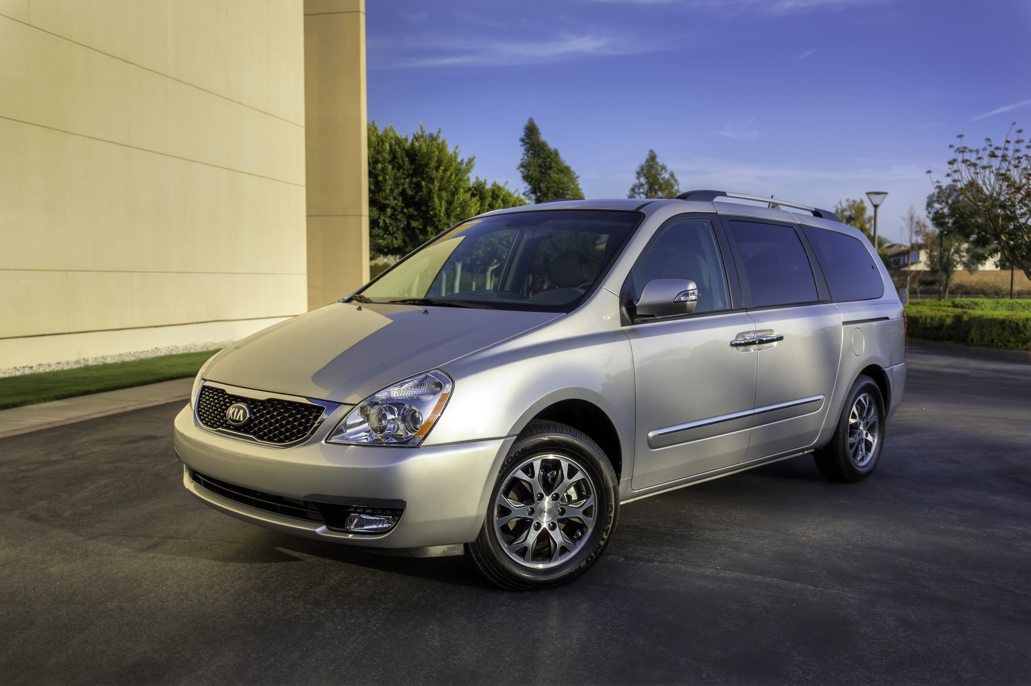 Kia Sedona Minivan Returns For 2014 Whats Changed Wont Start