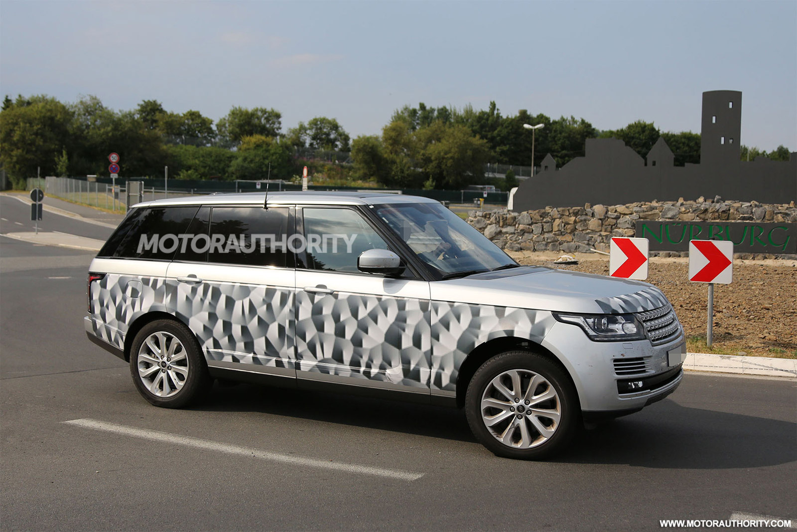 2014 range rover long wheelbase model spy shots. Black Bedroom Furniture Sets. Home Design Ideas