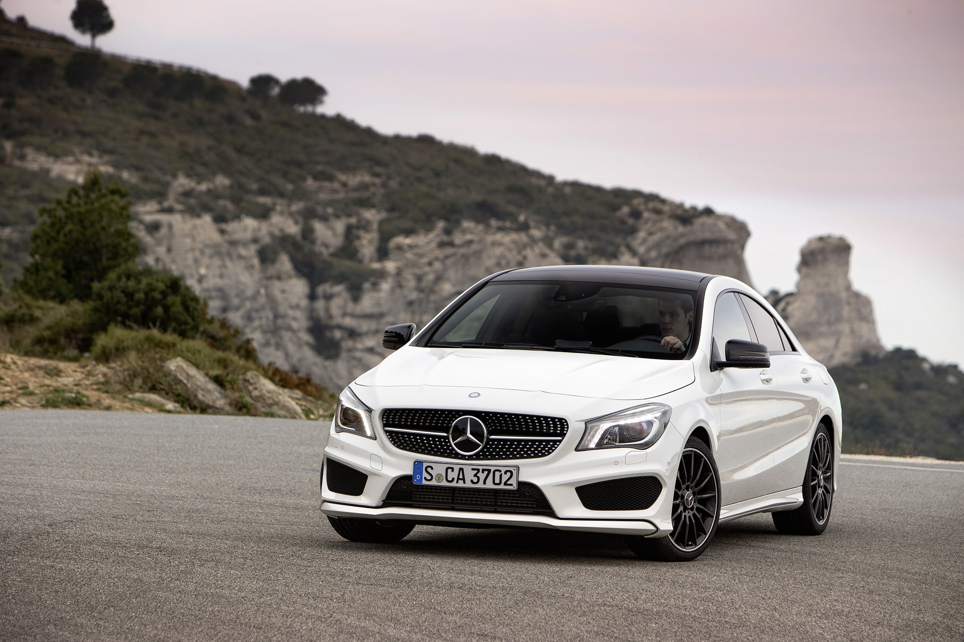 30 days of the mercedes cla gas mileage. Black Bedroom Furniture Sets. Home Design Ideas