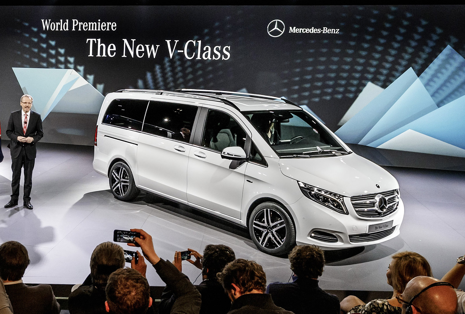 2014 mercedes benz v class revealed video. Black Bedroom Furniture Sets. Home Design Ideas