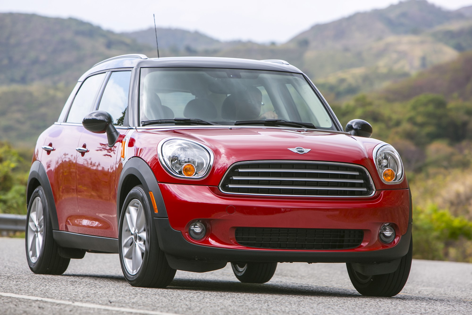 Iihs Small Car Crash Test Results Mini Earns The Only Good Fiat Nissan Mazda Graded Poor