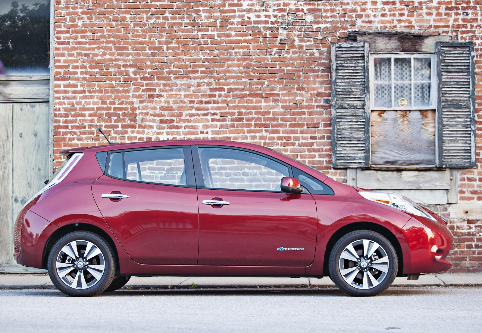 Nissan Leaf Battery Life >> 2014 Nissan Leaf Electric Car: 84-Mile Range, RearView ...