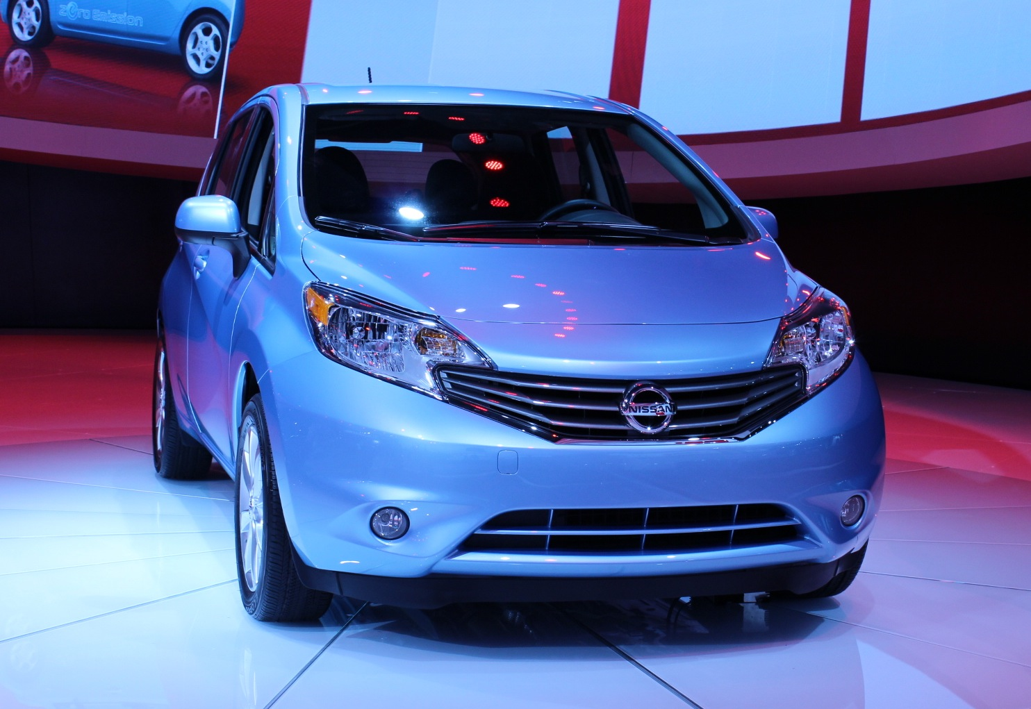 2014 nissan versa note priced 14 780 big tech small package. Black Bedroom Furniture Sets. Home Design Ideas