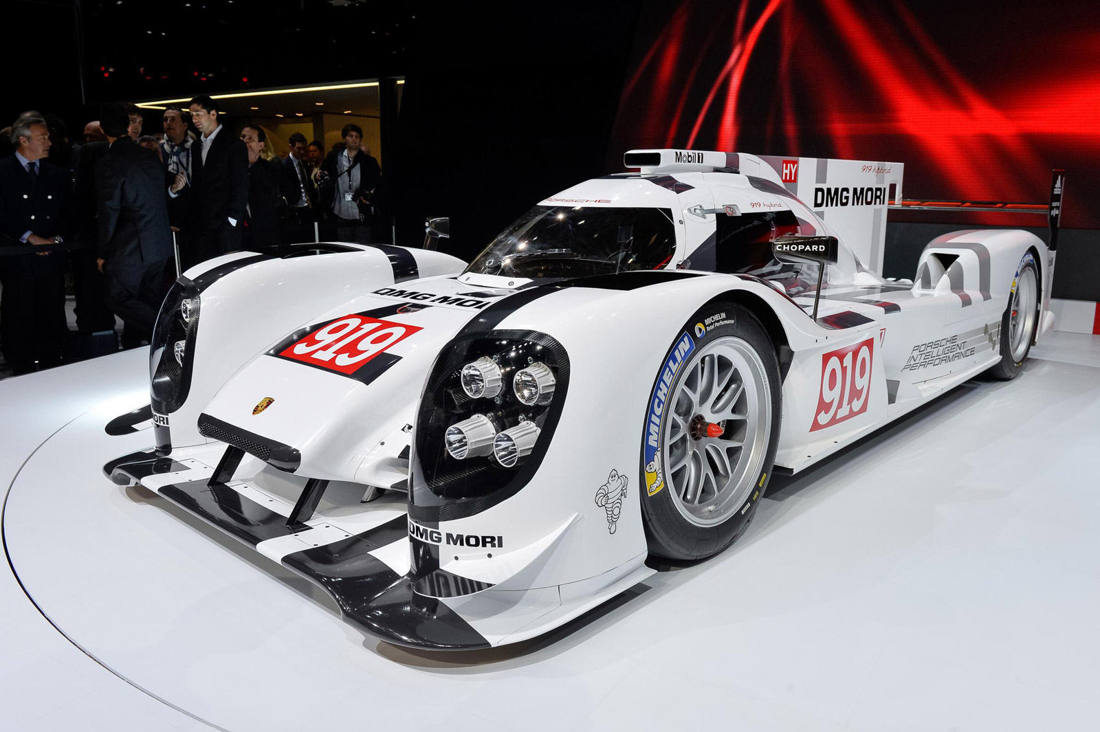 2014 porsche 919 hybrid le mans prototype races into geneva video. Black Bedroom Furniture Sets. Home Design Ideas