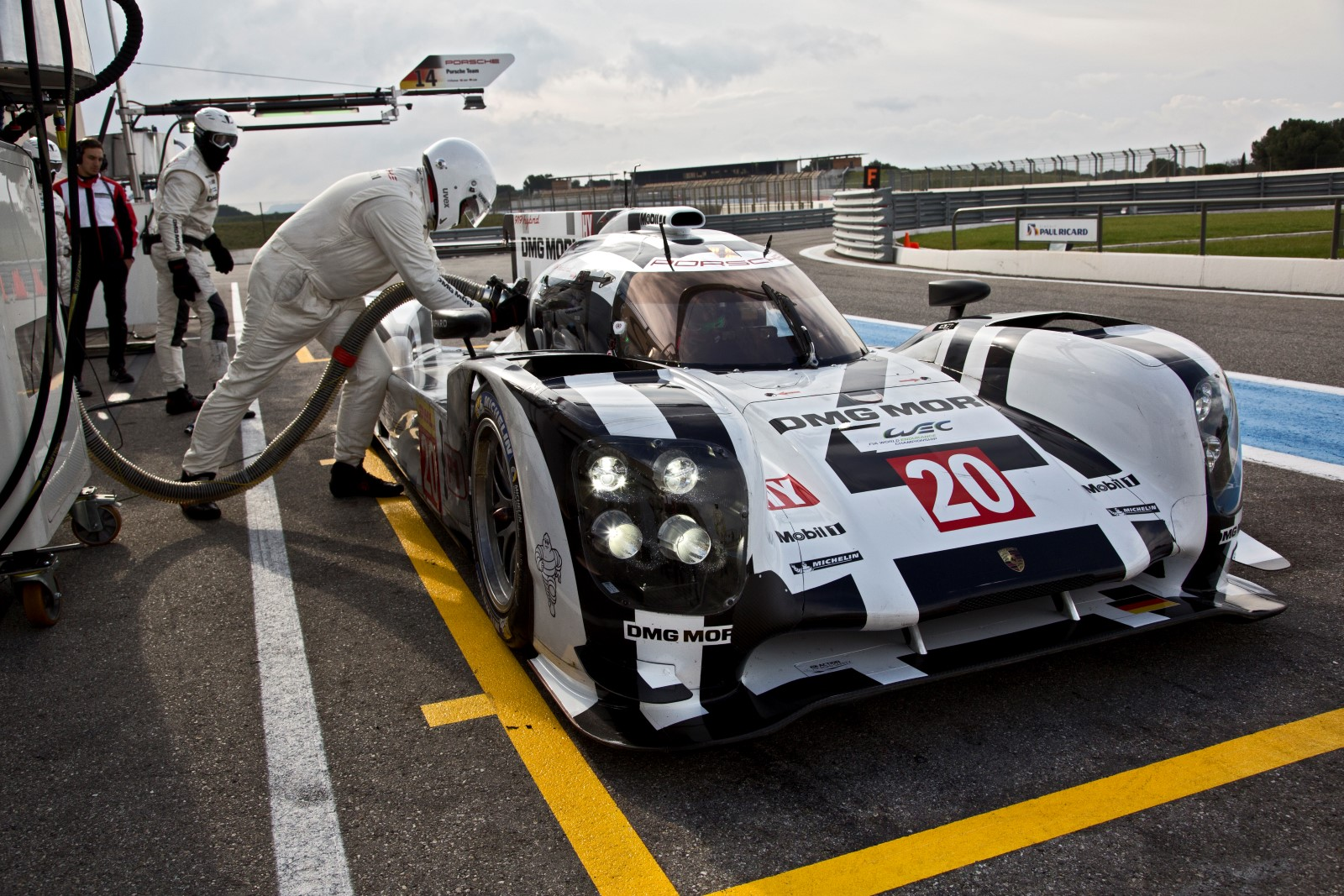 Porsche Tells Us Just How Efficient Its 919 Hybrid Le Mans Prototype Is Video