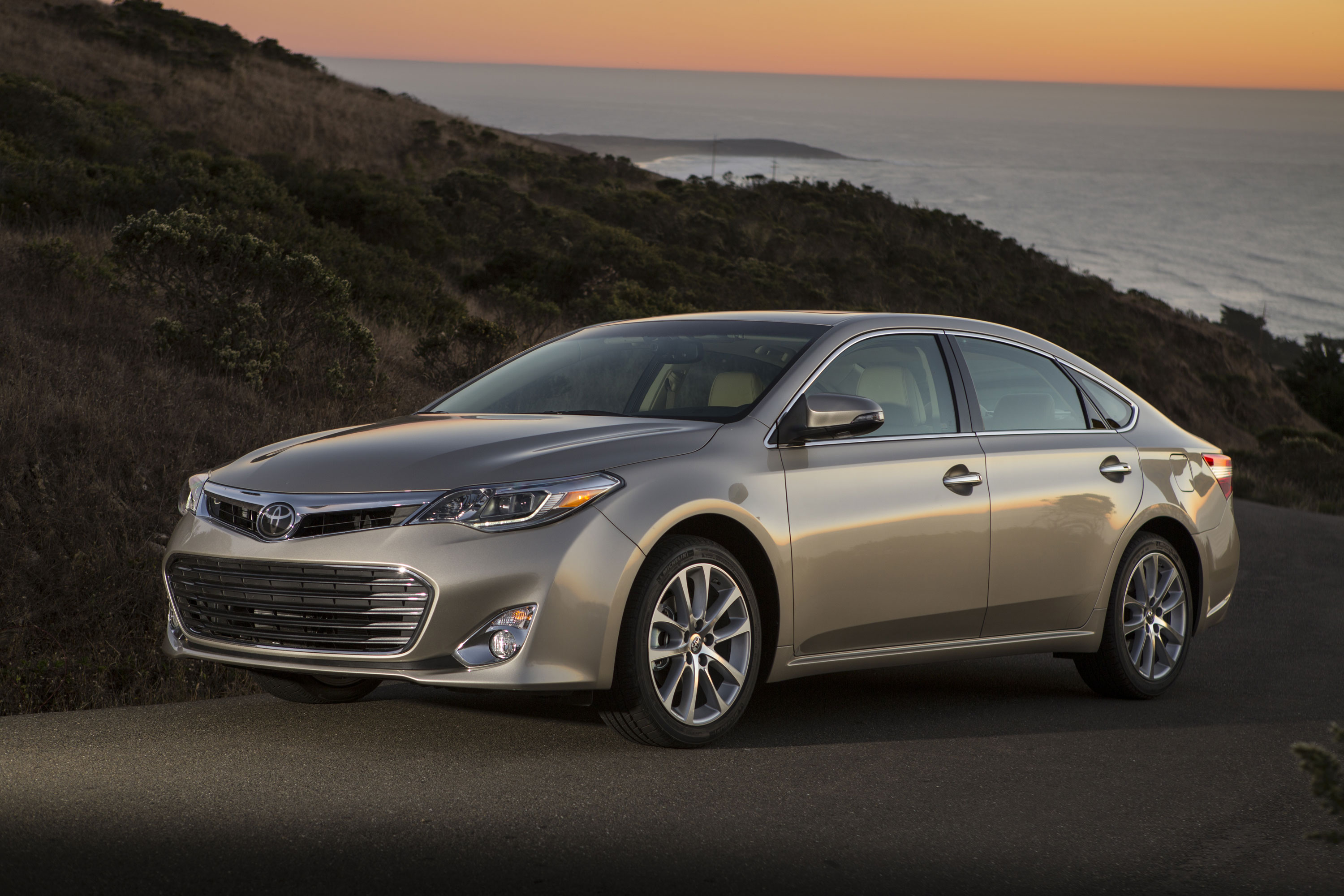 2013 2015 toyota avalon avalon hybrid lexus es300h es350 recalled to fix auto braking problem