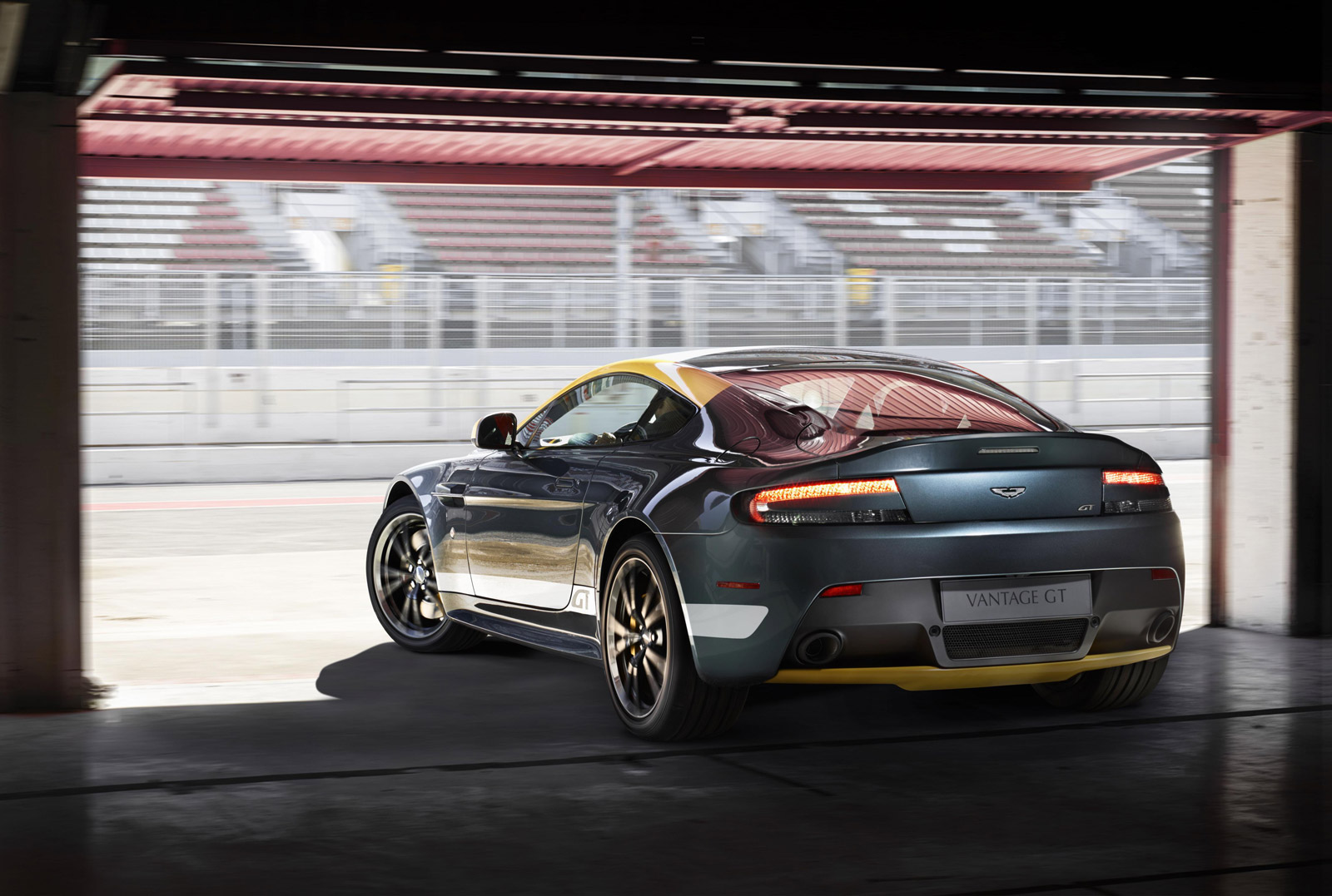 2015 aston martin vantage gt to race in nürburgring 24 hours