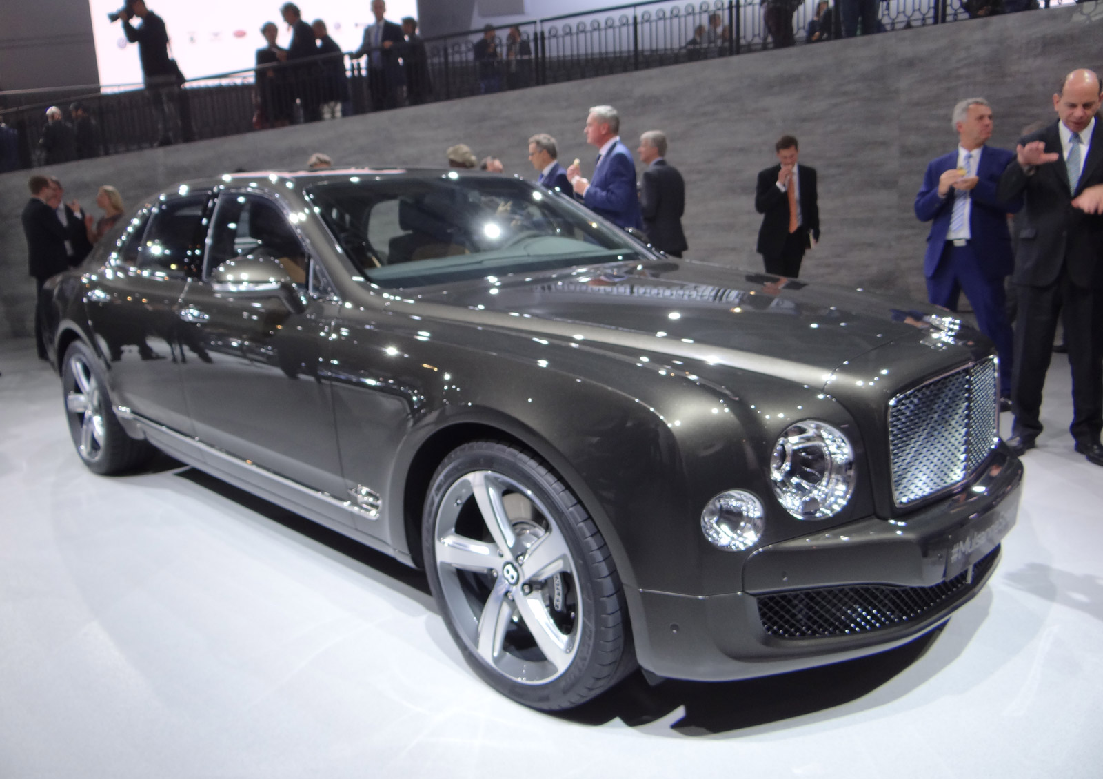 2015 bentley mulsanne speed revealed with 530 hp and 811 lb ft of 2015 bentley mulsanne speed revealed with 530 hp and 811 lb ft of torque paris auto show live photos vanachro Images
