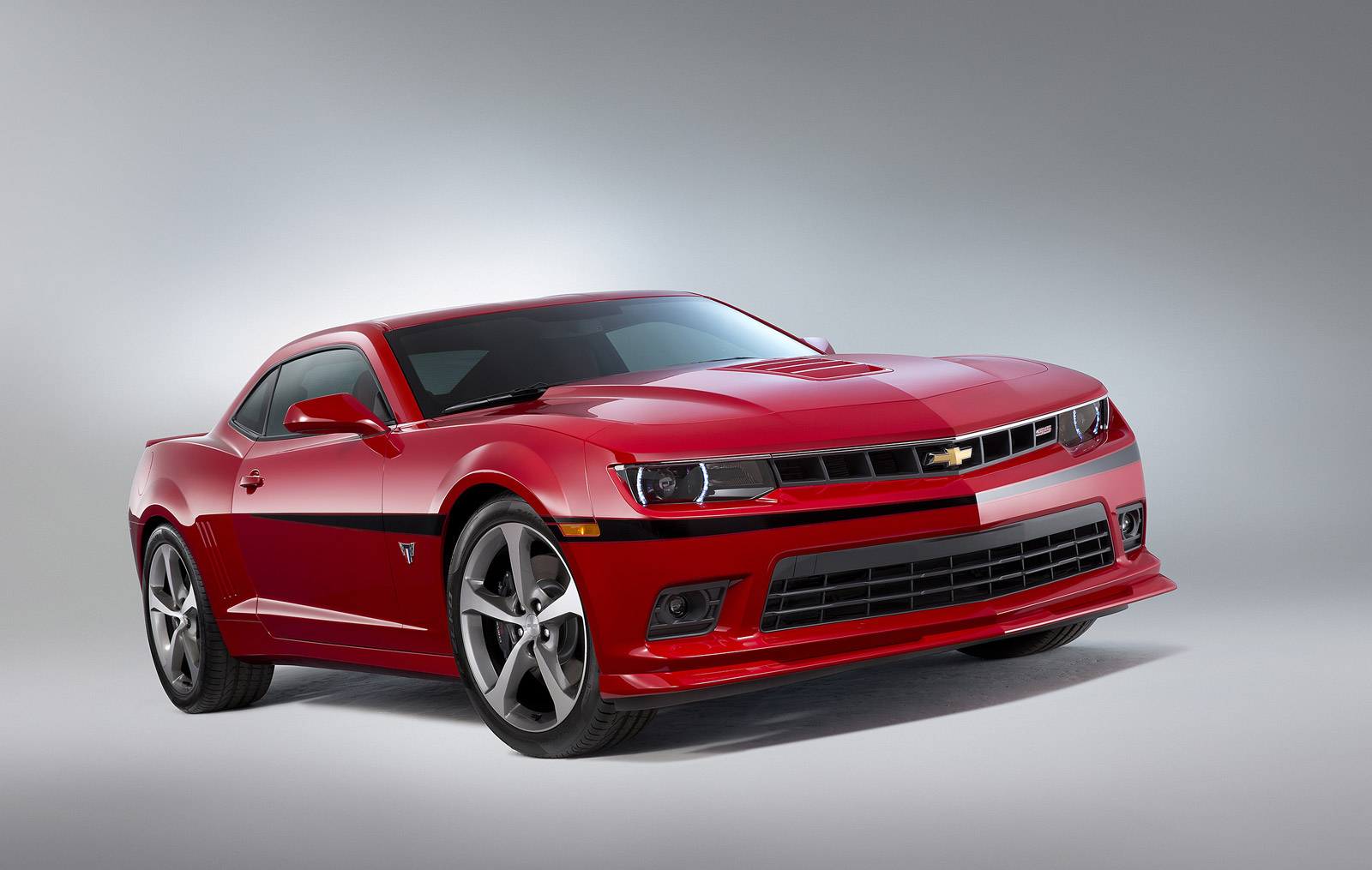 2015 chevrolet camaro commemorative edition rolls into sema. Black Bedroom Furniture Sets. Home Design Ideas
