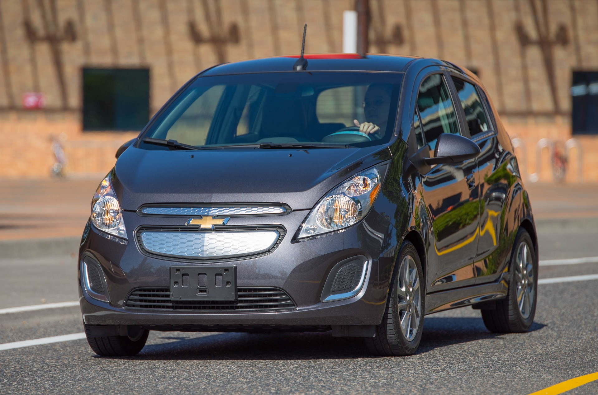 2015 Chevrolet Spark EV Price Cut To $25,995; $139 Lease ...