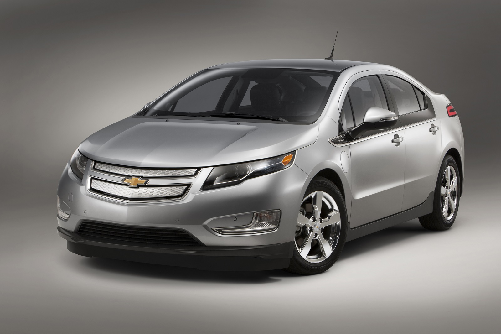 2015 chevrolet volt bigger battery but 38 mile electric range remains