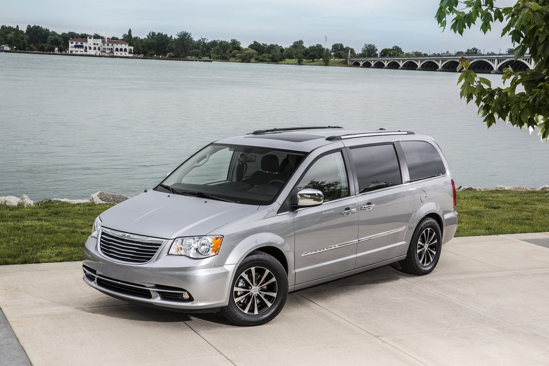 New Chrysler Minivan Might Get Electric All Wheel Drive CEO