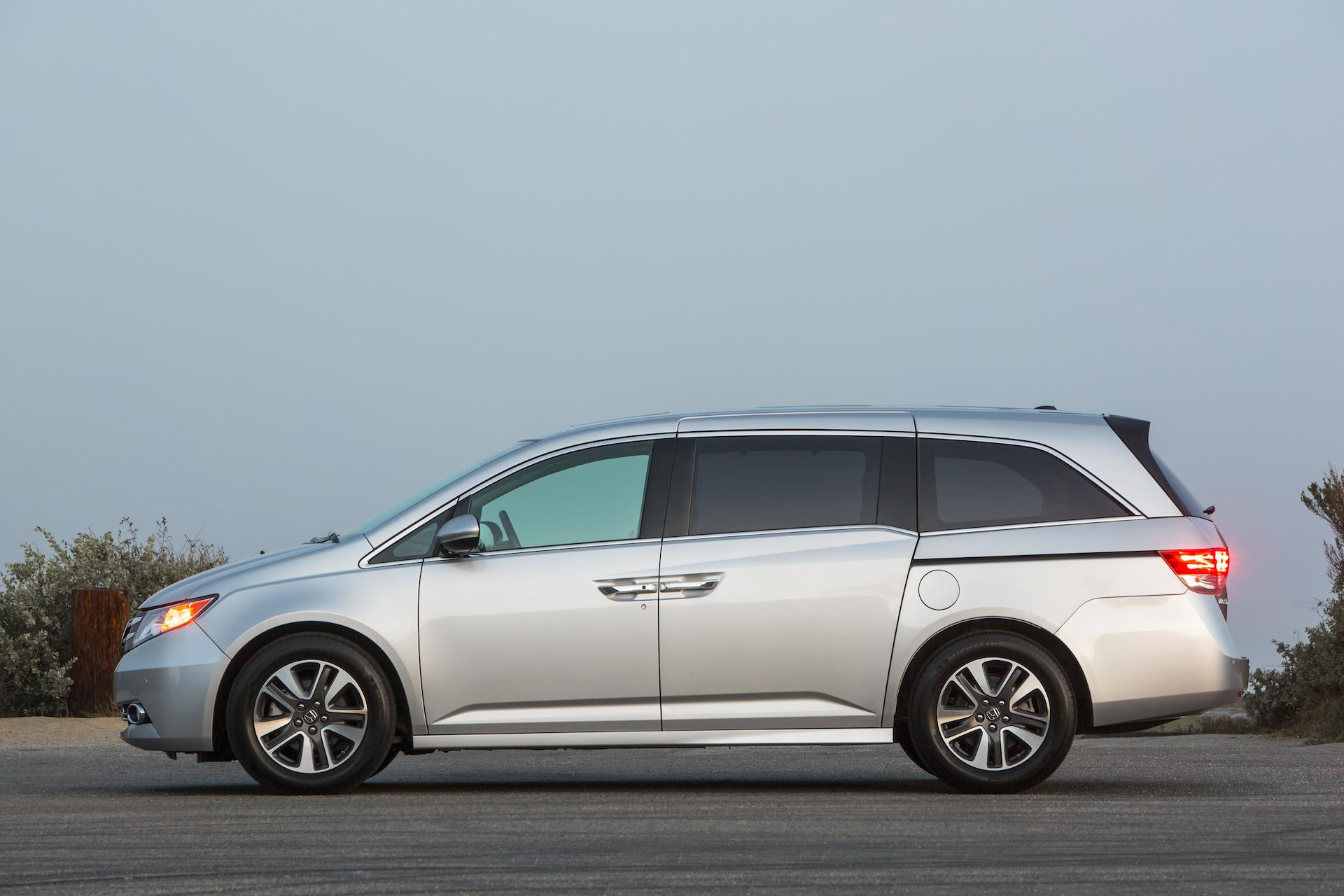 Kekurangan Honda Odyssey 2015 Perbandingan Harga