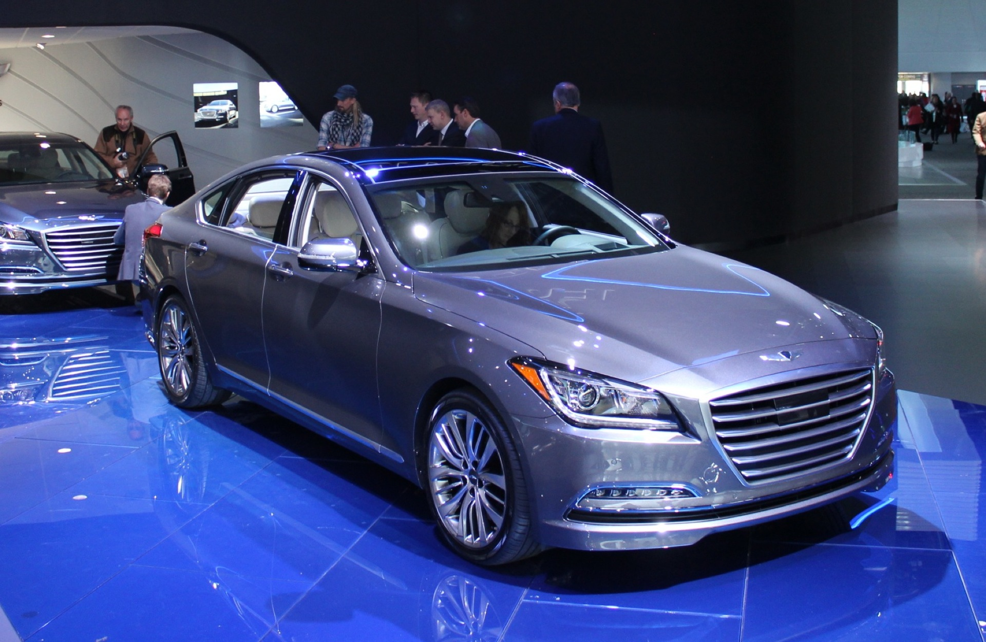 model canada en genesis year trend dead rear quarters after coupe hyundai three news motor