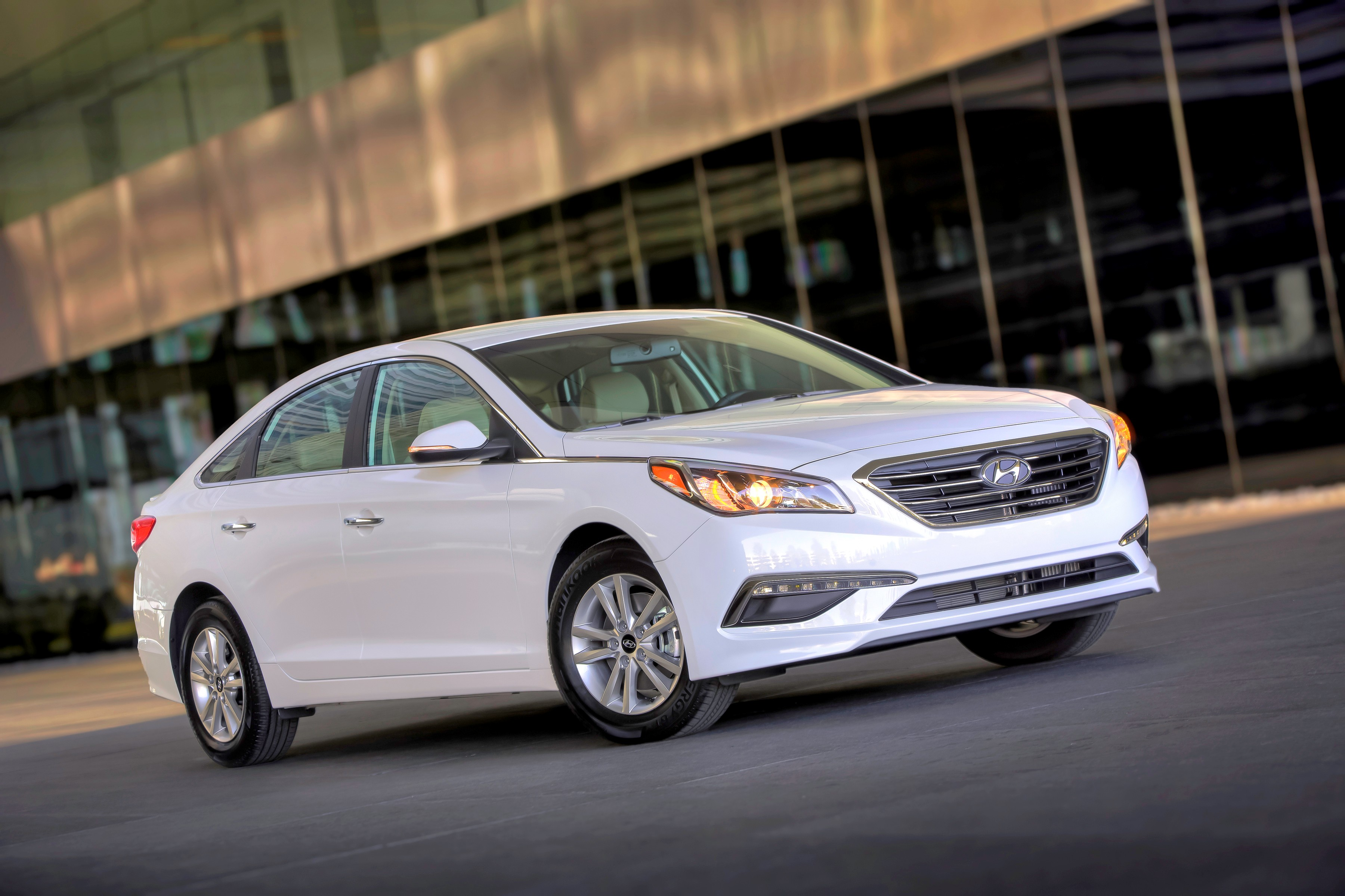 Hyundai Sonata Hybrid Carries Over Eco Gets 32 Mpg But Where S That Plug In