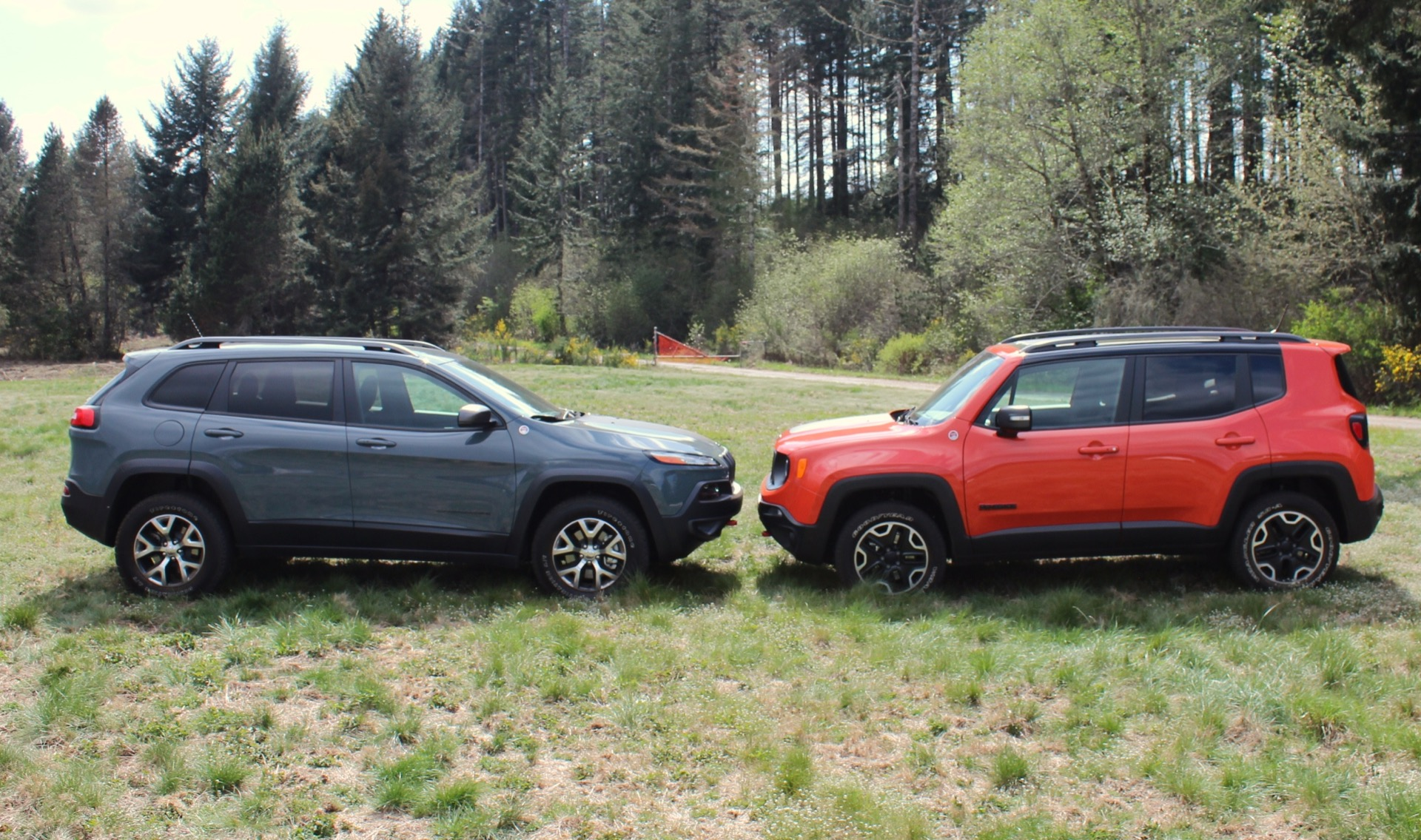 Tucson Dimensions 2017 >> Jeep Renegade Vs. Jeep Cherokee: How Do They Size Up?