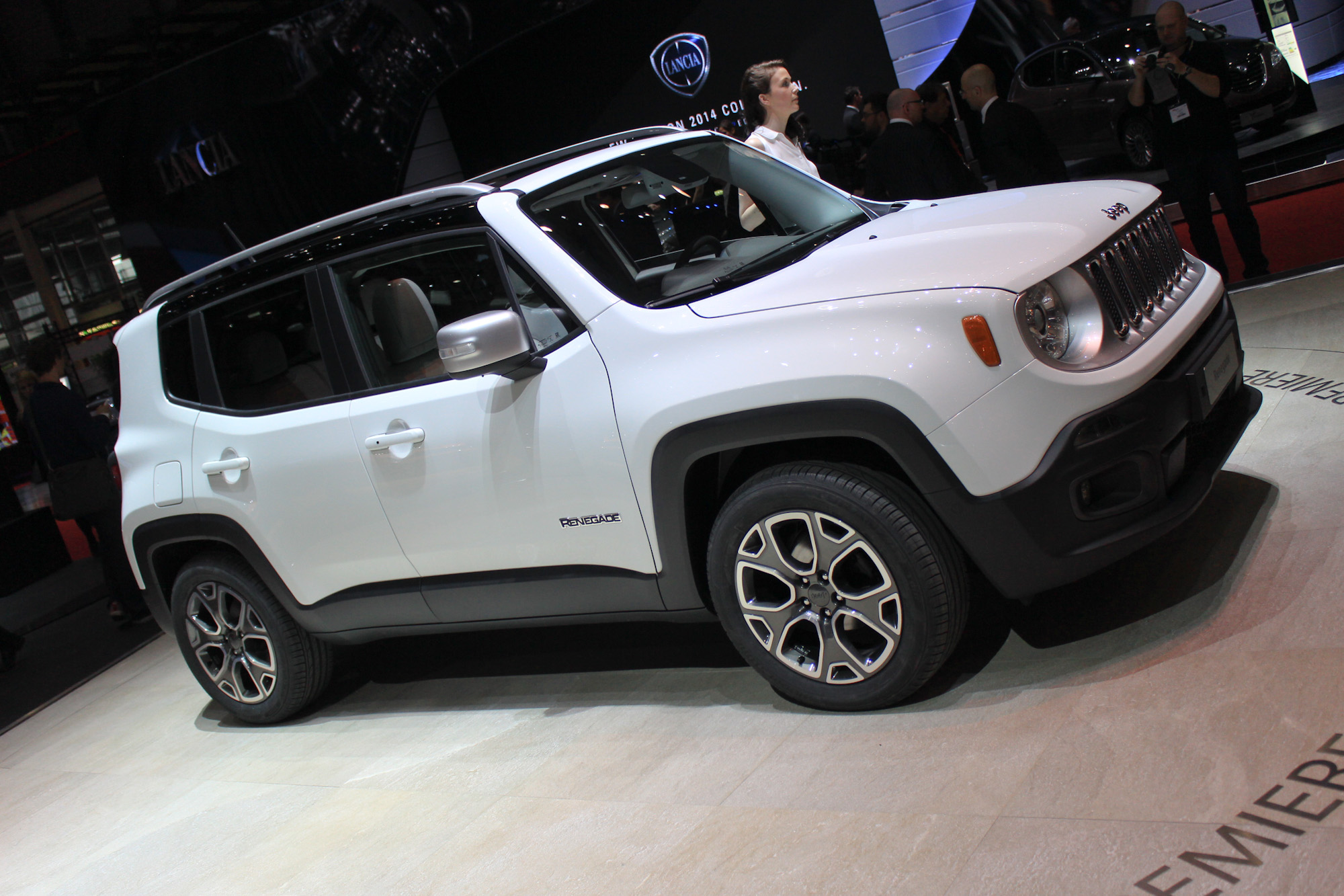 2015 Jeep Renegade - Tiniest Jeep Yet Unveiled In Geneva ...
