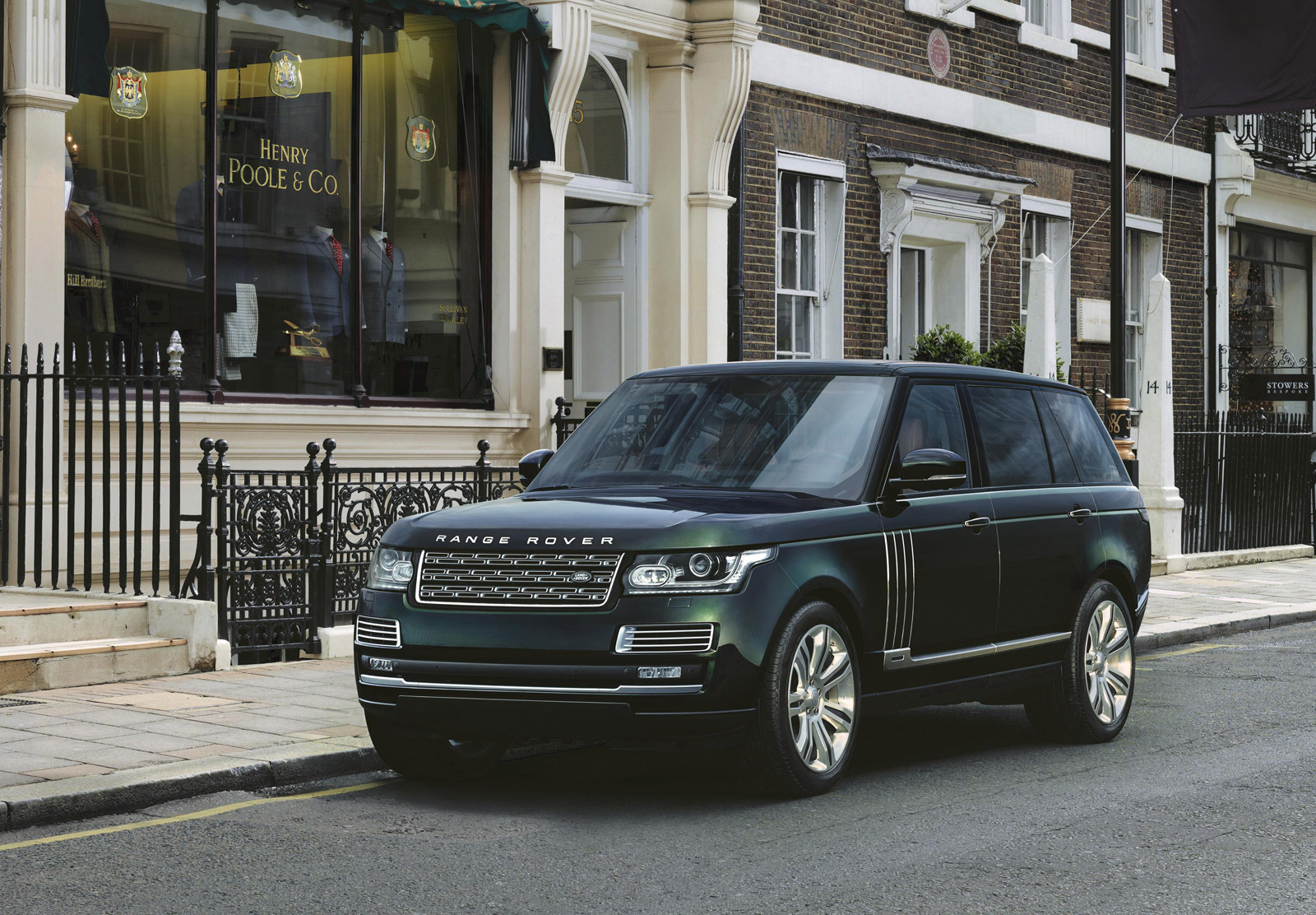 land rover svo builds an ultra luxurious range rover with holland holland. Black Bedroom Furniture Sets. Home Design Ideas