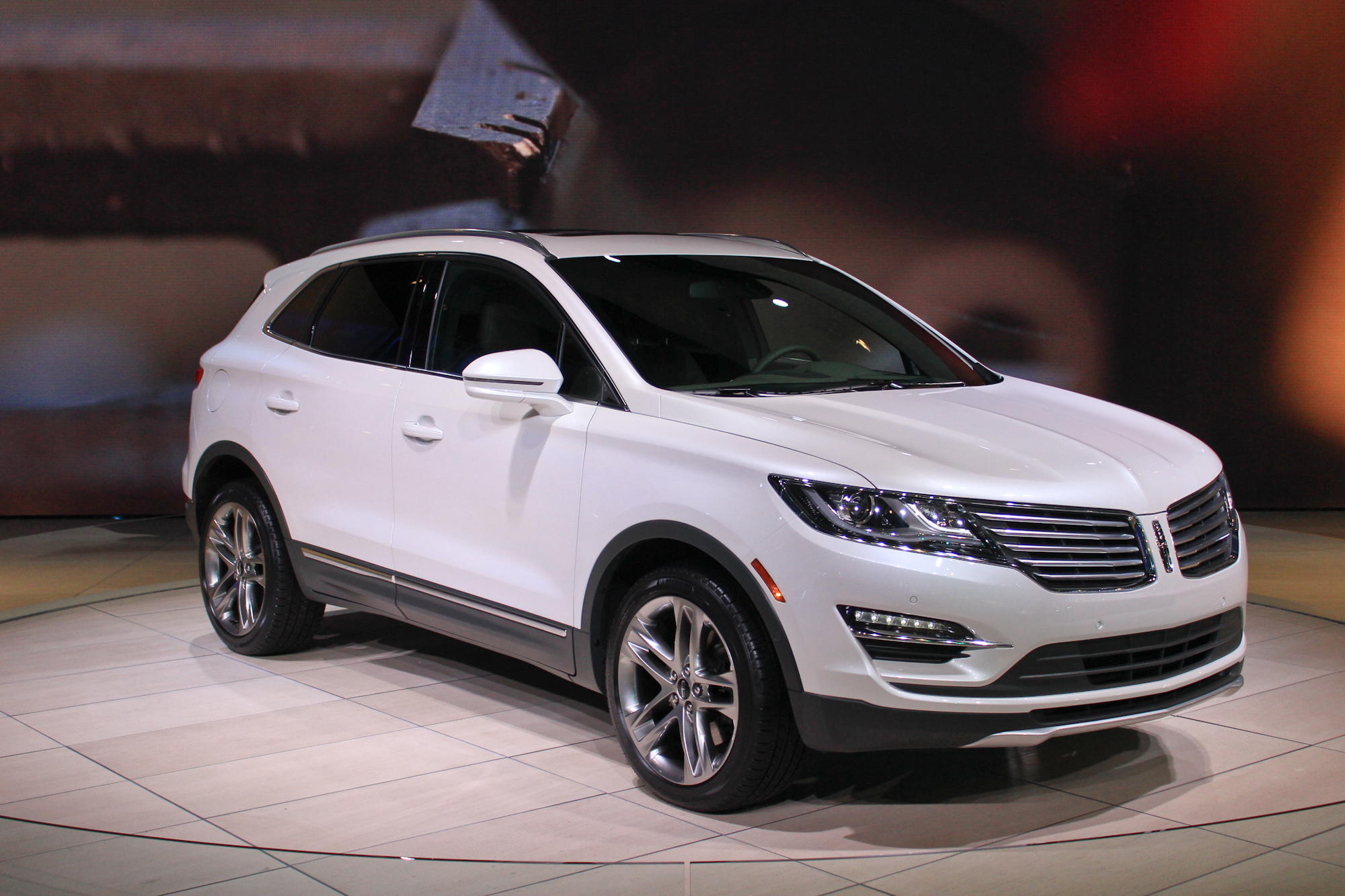 2015 Lincoln Mkc Debuts At L A  Auto Show  Live Photos