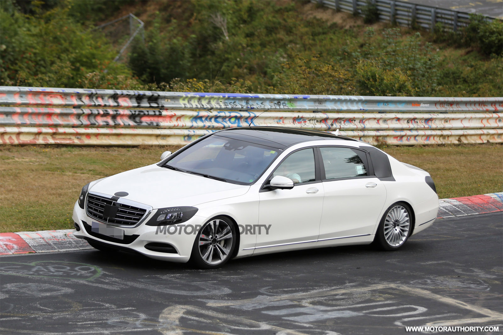 2015 mercedes benz s class maybach spy video. Black Bedroom Furniture Sets. Home Design Ideas