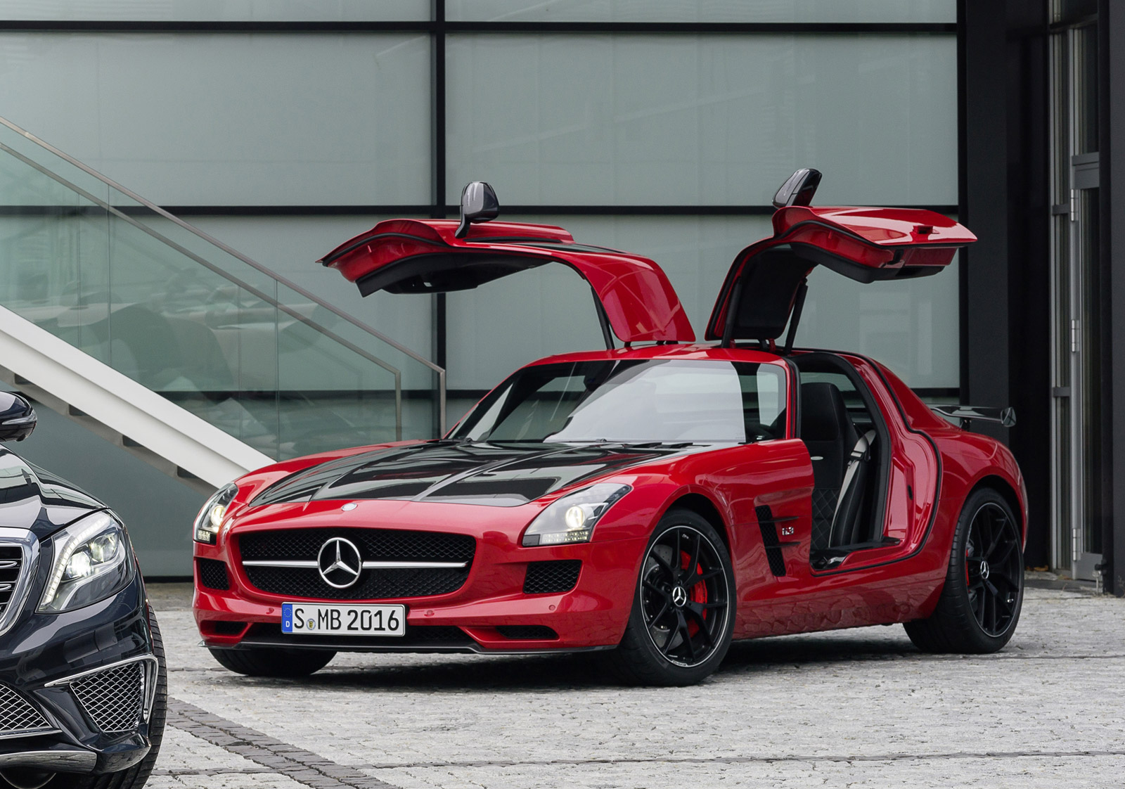 sls amg gt final edition diesel vs electric gov shutdown what s new the car connection. Black Bedroom Furniture Sets. Home Design Ideas