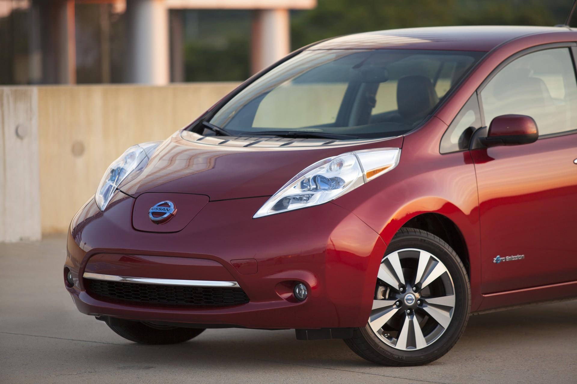 review electric car ev nissan front leaf