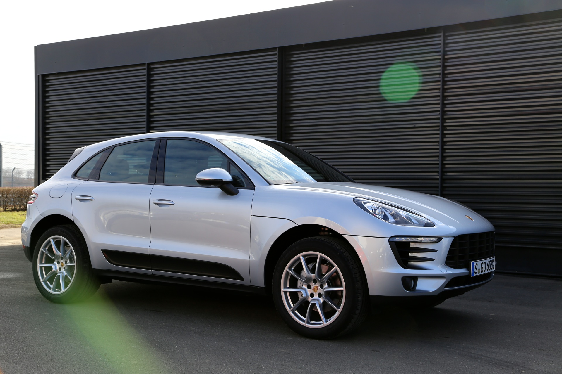 2015 Porsche Macan Turbo Video Road Test