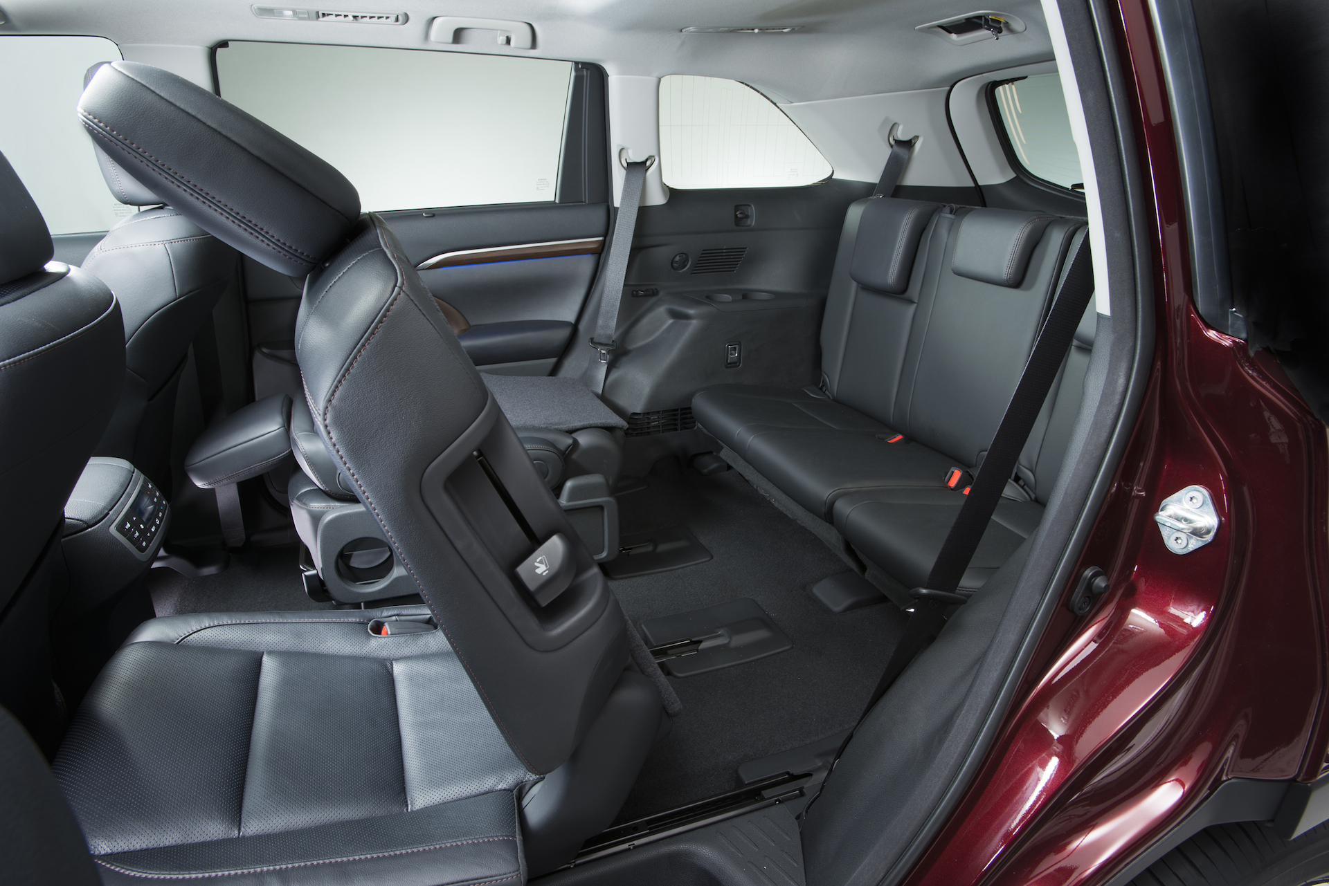 Five most fuel efficient vehicles with third row seating for Infiniti qx60 vs honda pilot