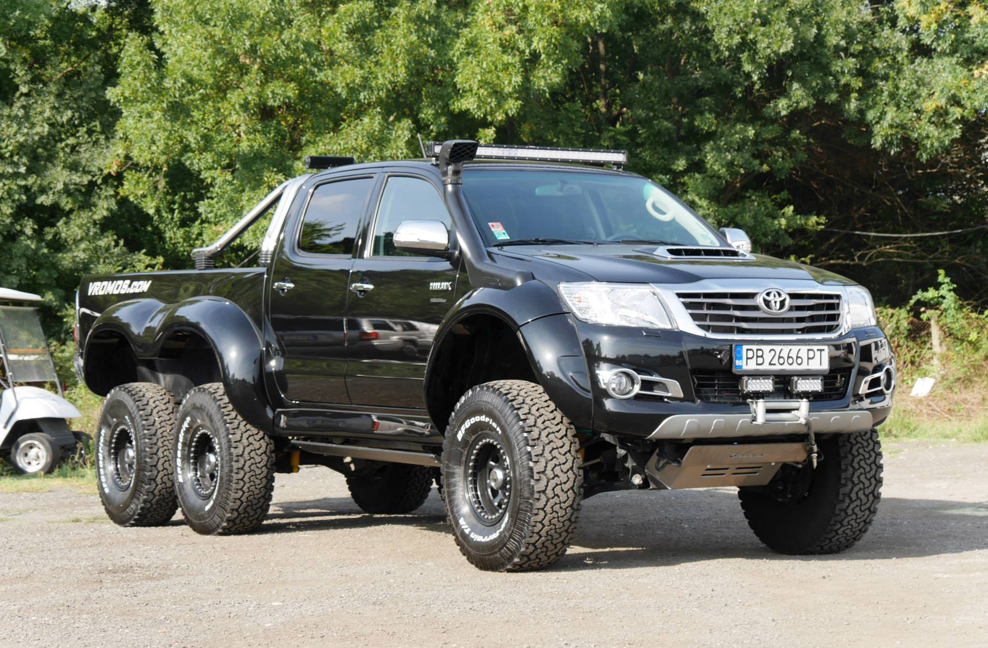 bulgarian tuner builds toyota hilux 6x6. Black Bedroom Furniture Sets. Home Design Ideas