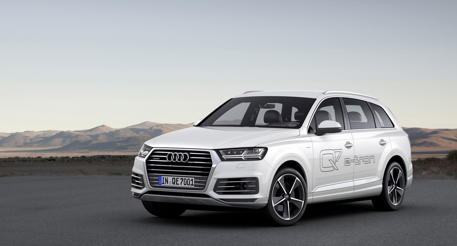 Hybrid version of the Audi Q7 e-tron 2017 model year 98