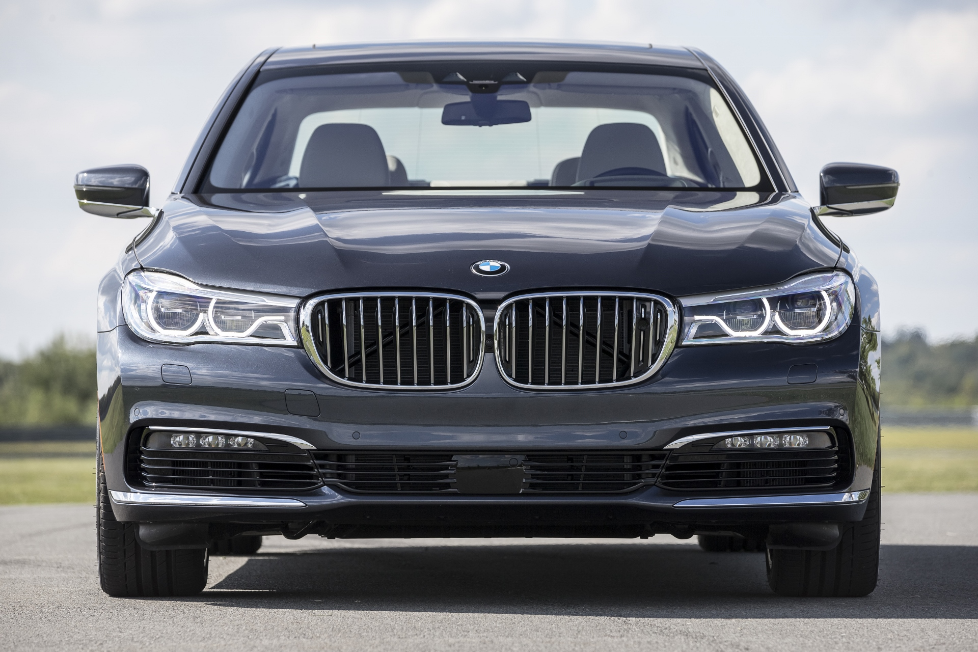 Bmw Tops Luxury Car Sales Race In 2015 Mercedes Moves Into Second